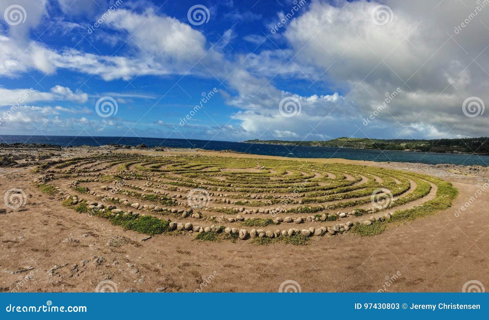 Laberinto de Kapalua por la formación de los dientes de Dragon's, costa costa en el punto de Makaluapuna