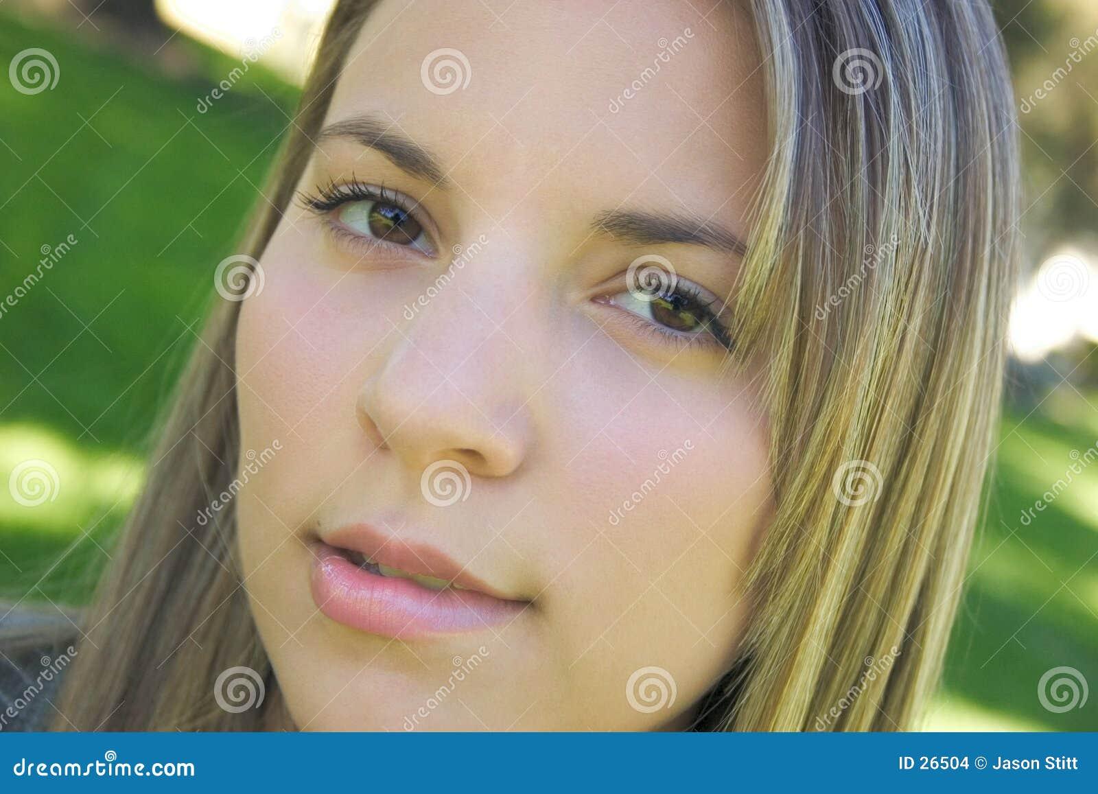 Download Labio Penetrante De La Mujer Foto de archivo - Imagen de adolescencias, muchacha: 26504