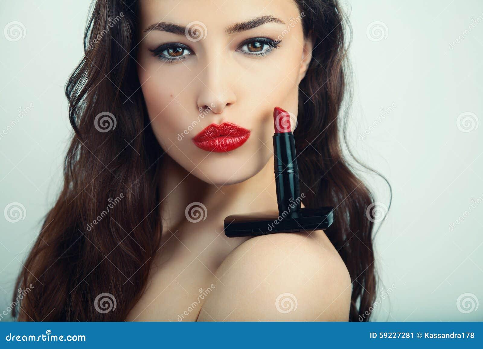 Labios enormes rojos