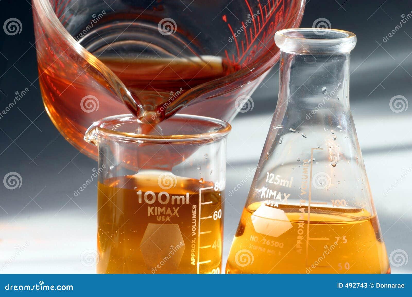 Laboratoire de chimie de bechers et de flacons