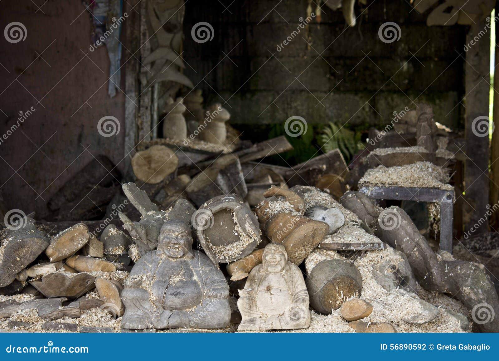 Laboratorio di scultura di legno in Ubud