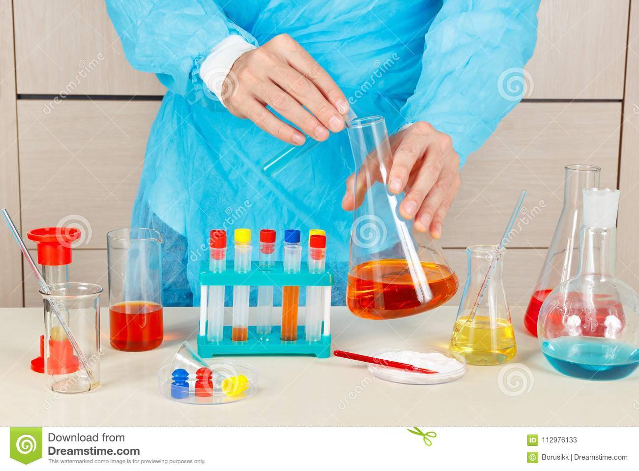 Laboratory assistant doing chemical analysis in laboratory