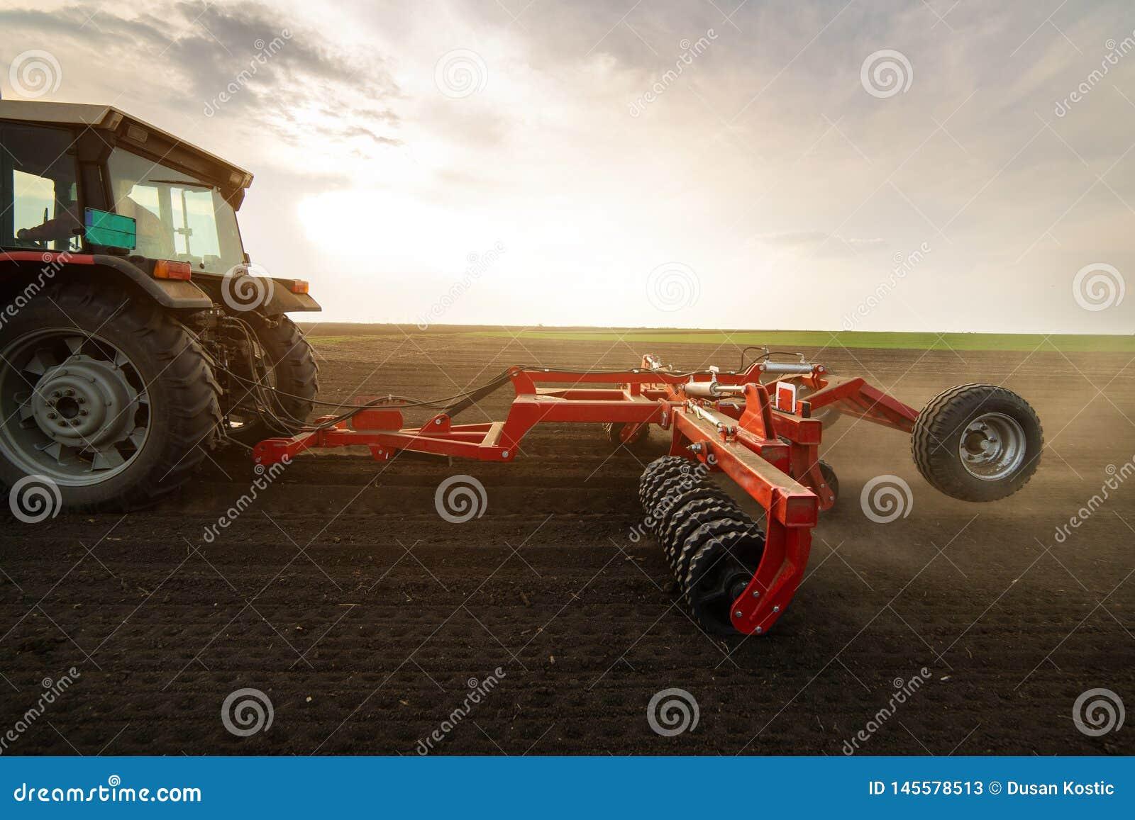 Labourage du gisement de chaume