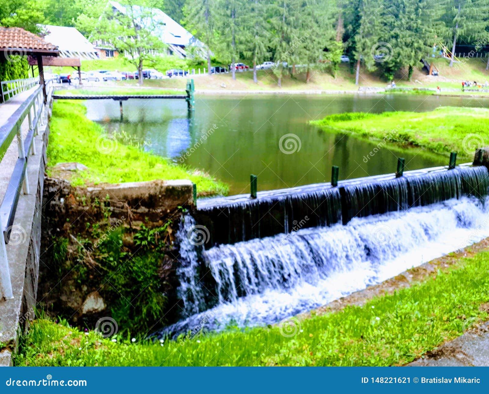 Lac artificiel en Serbie Jastrebac