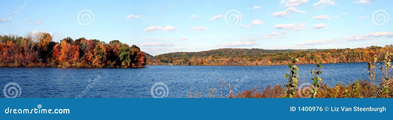 Lac autumn panoramique