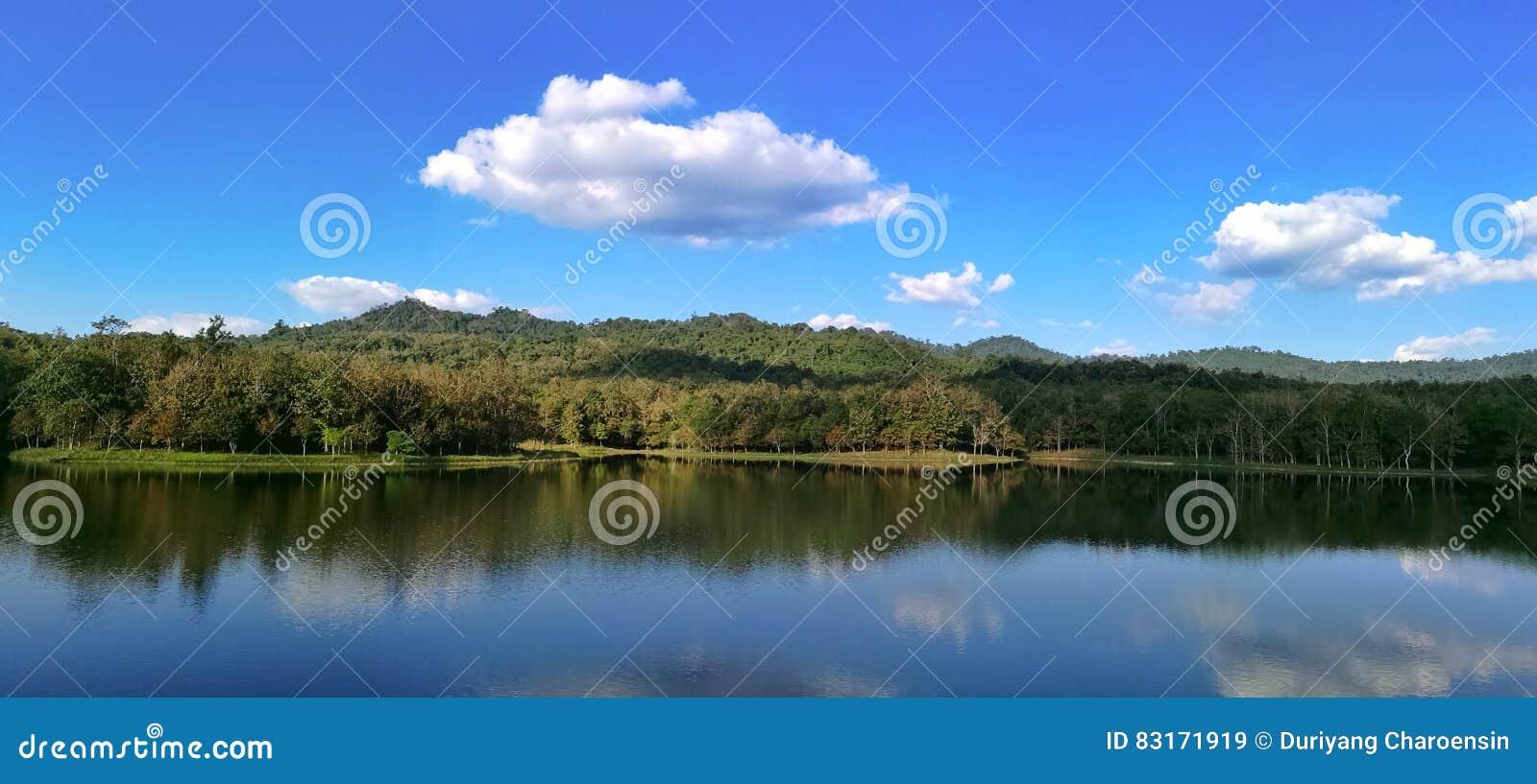 Lac dans le saraburi Thaïlande de Pongkonsao