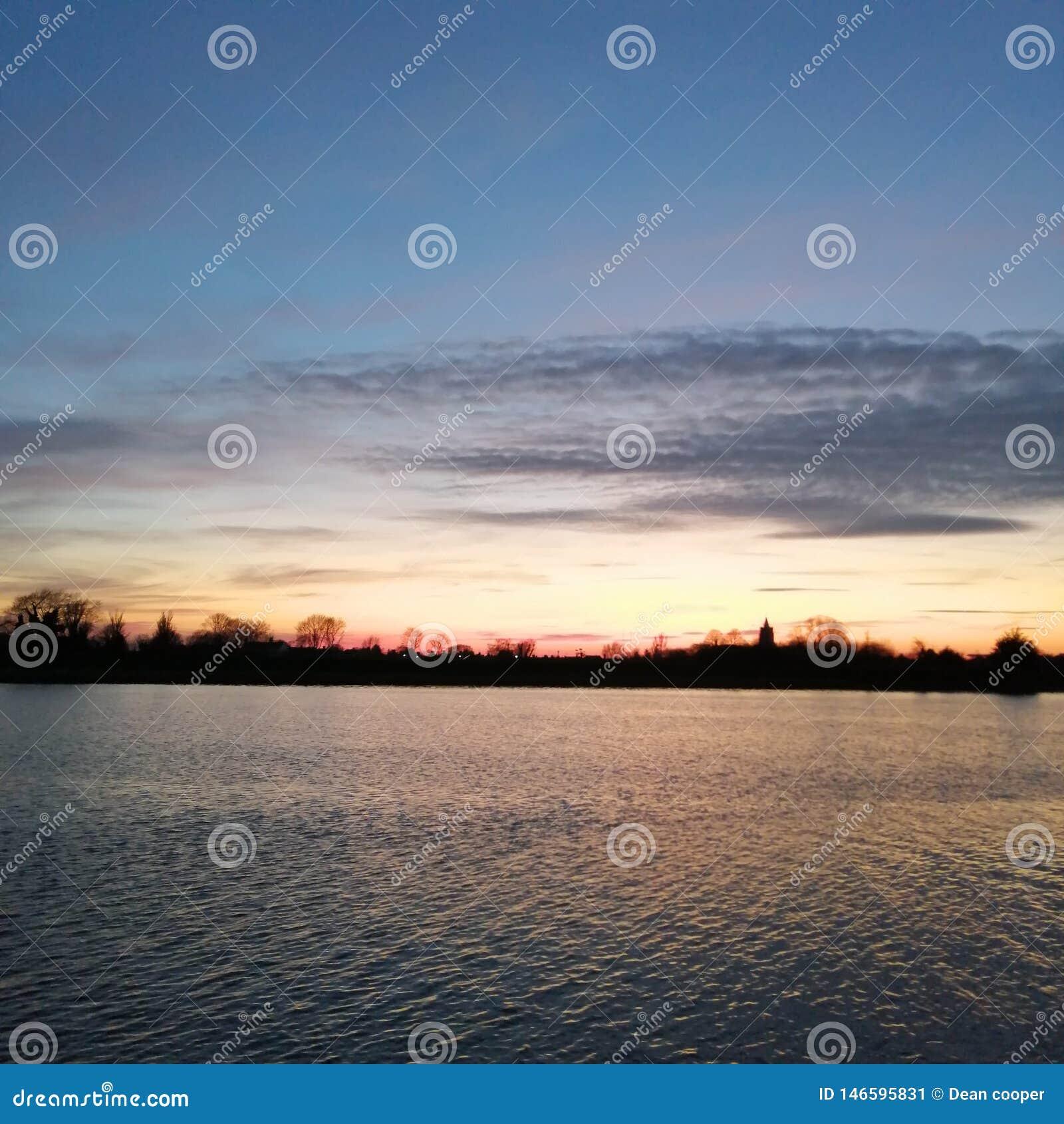 Lac de coucher du soleil de Bawsey