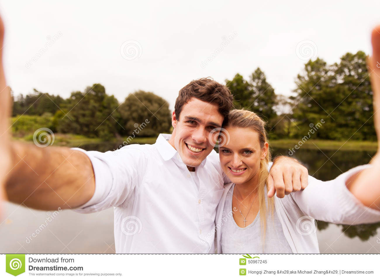 Lac de selfie de couples