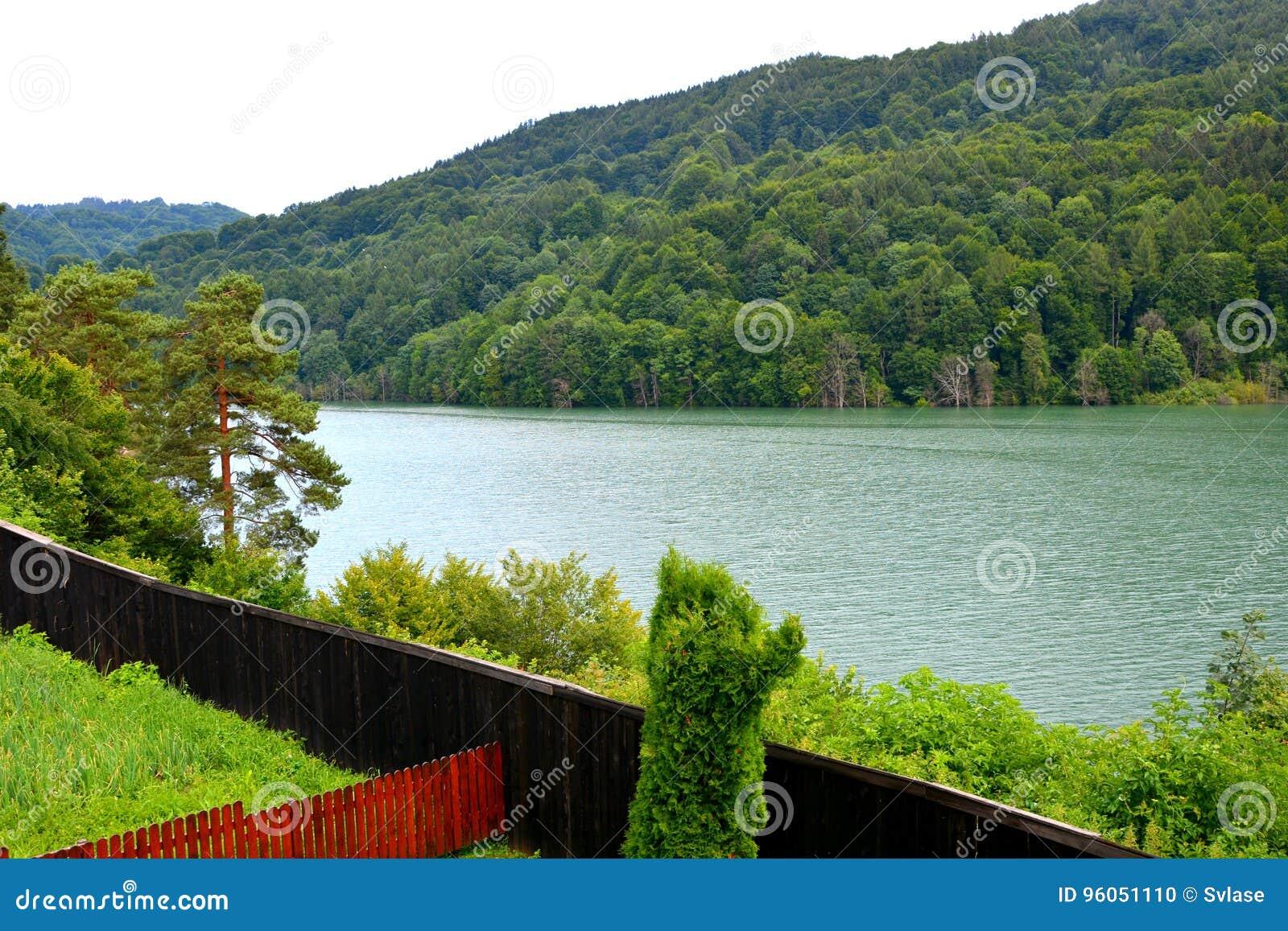 Lac et réservoir d eau