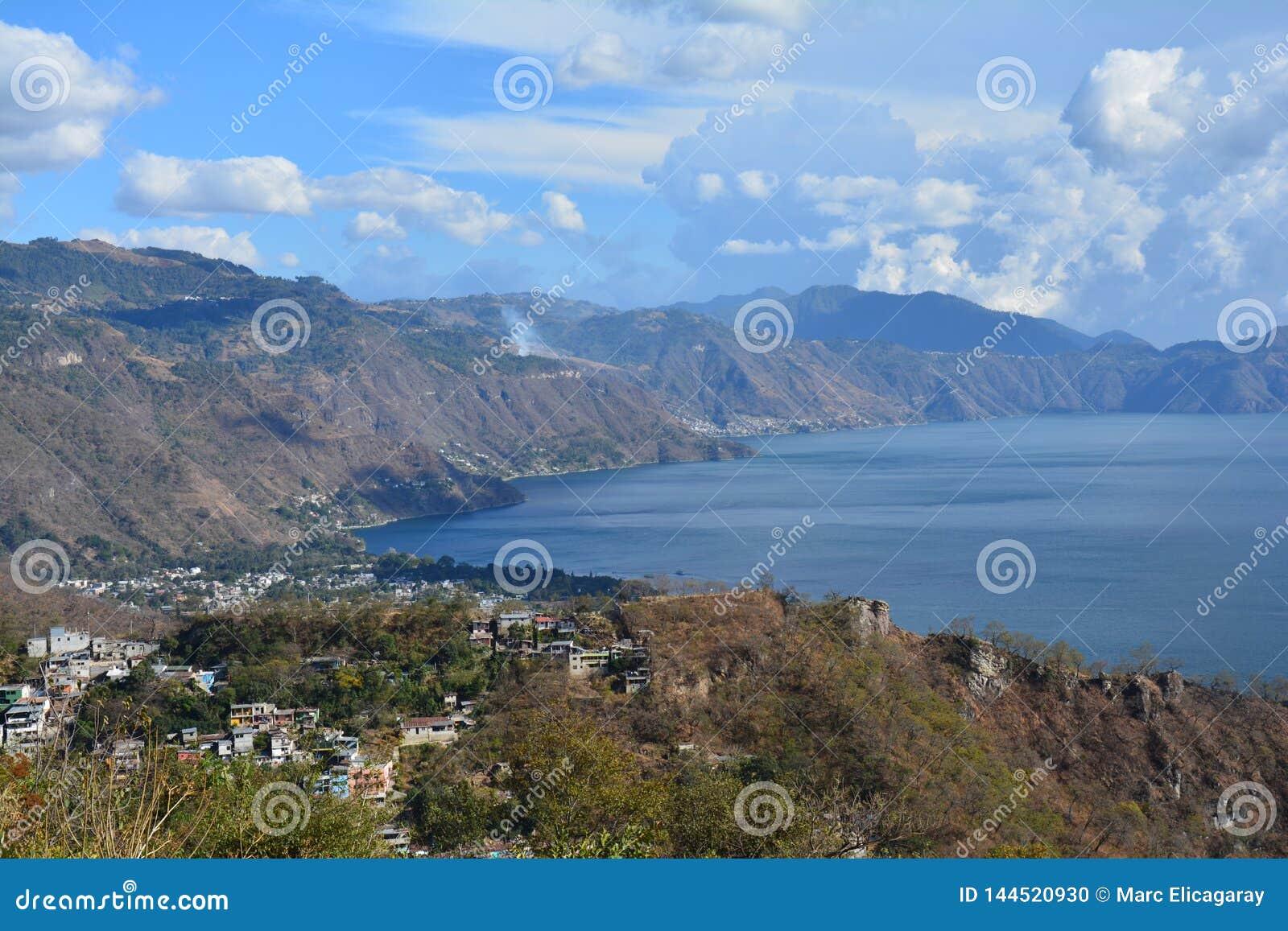 Lac Guatemala Atitlan de vue panoramique