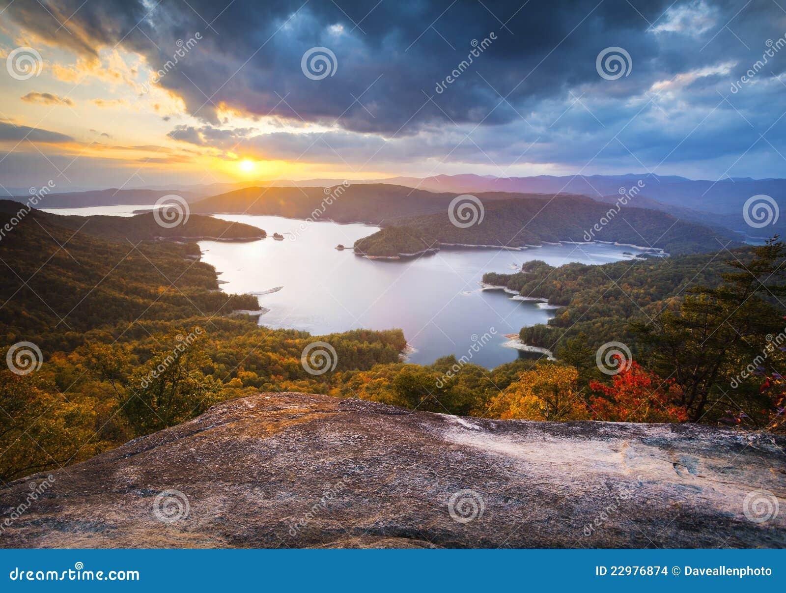 Lac Jocassee foliage d automne de la Caroline du Sud scénique
