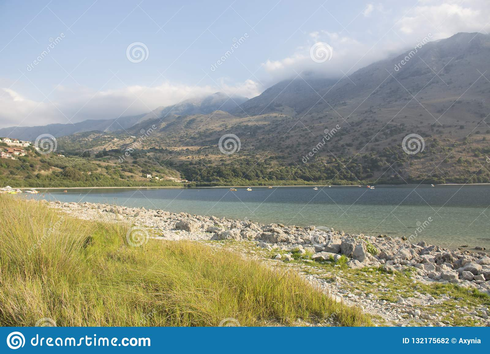 Lac Kournas sur l île de Crète Point de repère de la Grèce