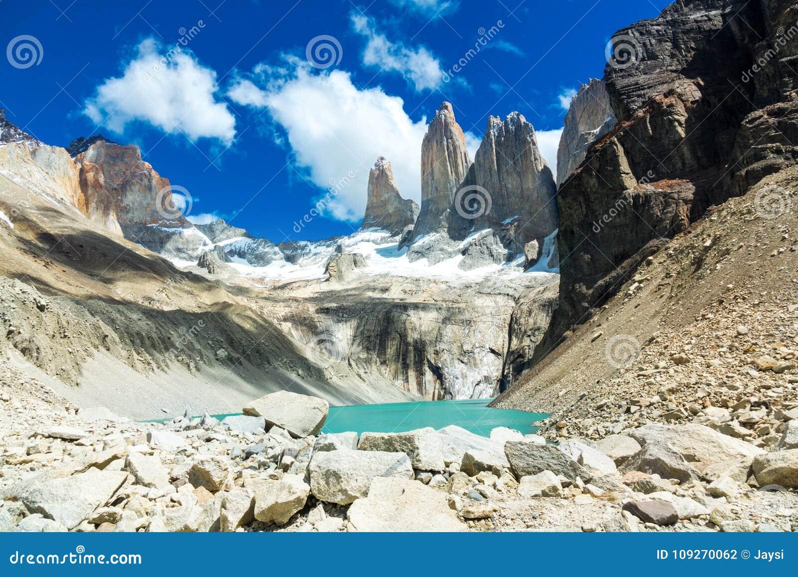 Lac mountain en parc national Torres del Paine, paysage de Patagonia, Chili, Amérique du Sud