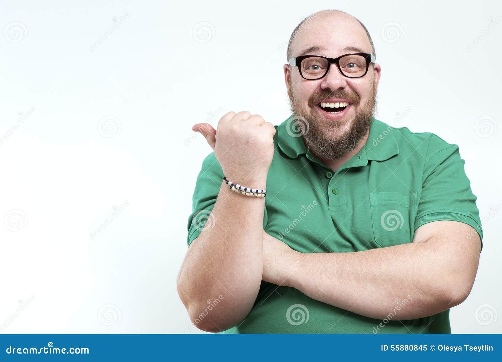 lachender mann zeigt der seite seinen finger stockfoto bild. Black Bedroom Furniture Sets. Home Design Ideas