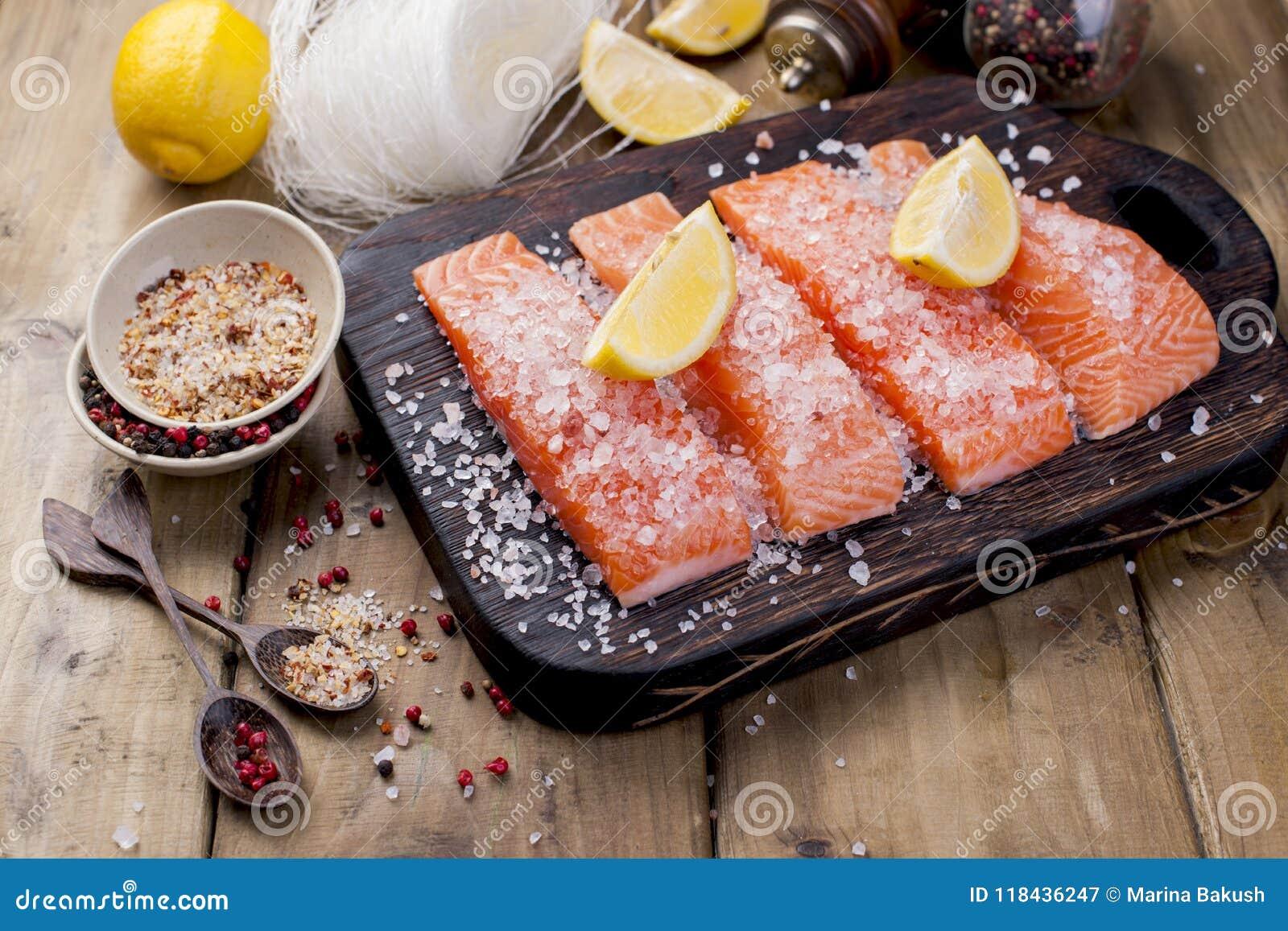 Lachs- und Kristallnudeln Kochen und Bestandteile Geschmackvoll und gesund Gesunde Ernährung,