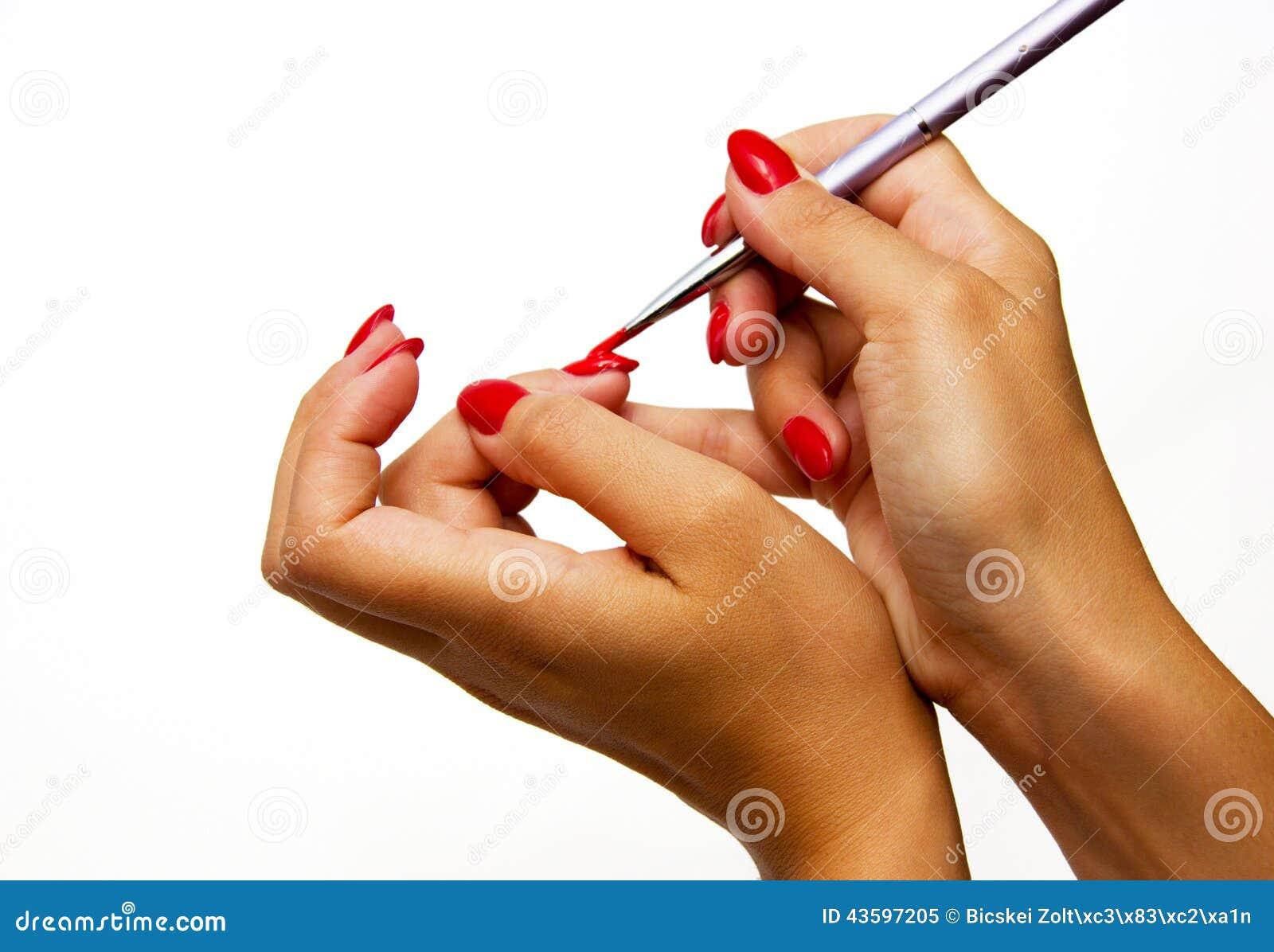 Lack der jungen Frau ihre Nägel