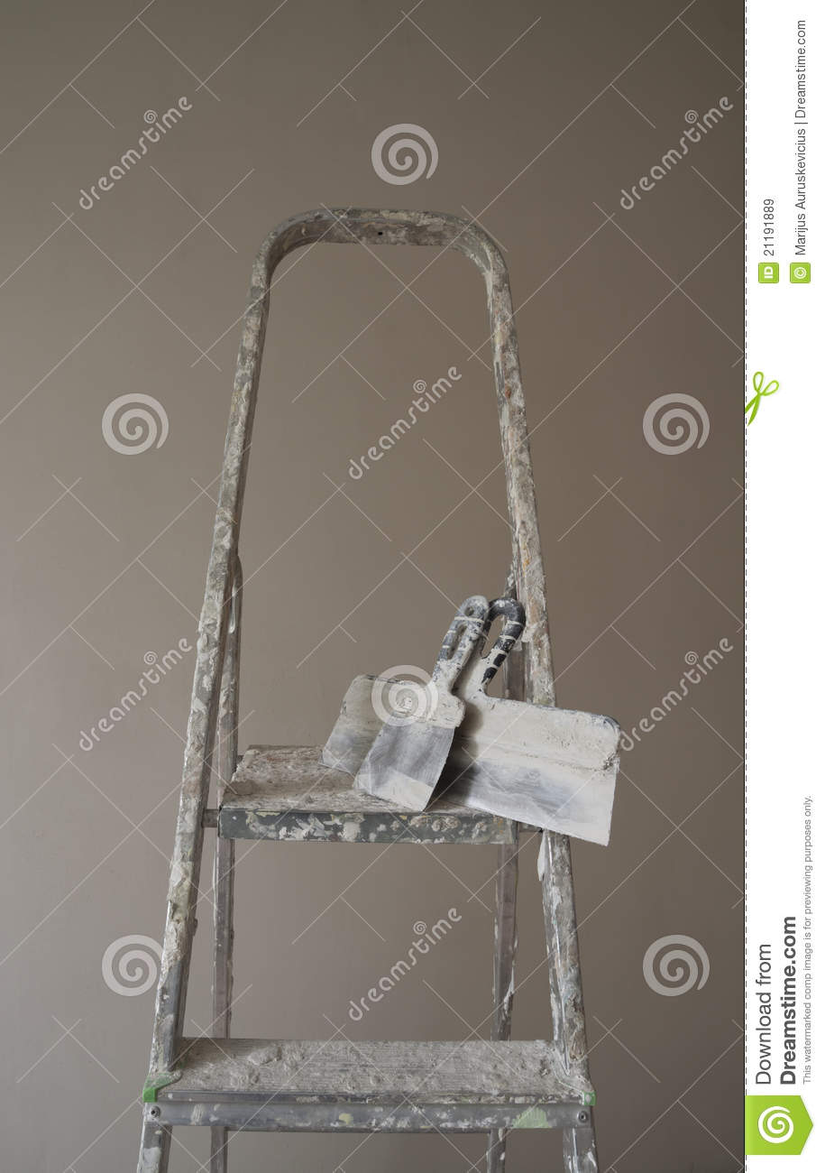 Ladder and putty knife