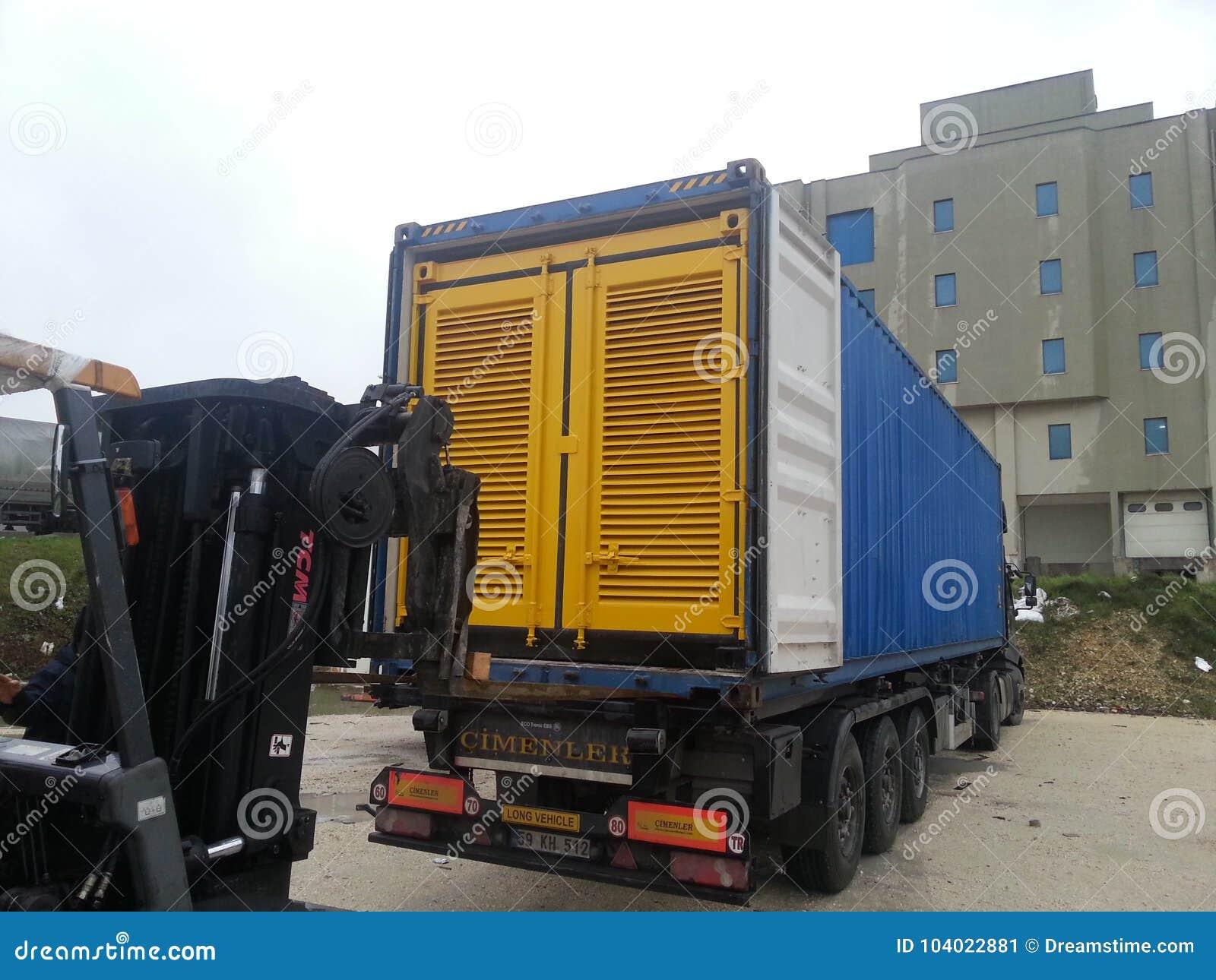 Laden des Generator ` s Blockbehälters