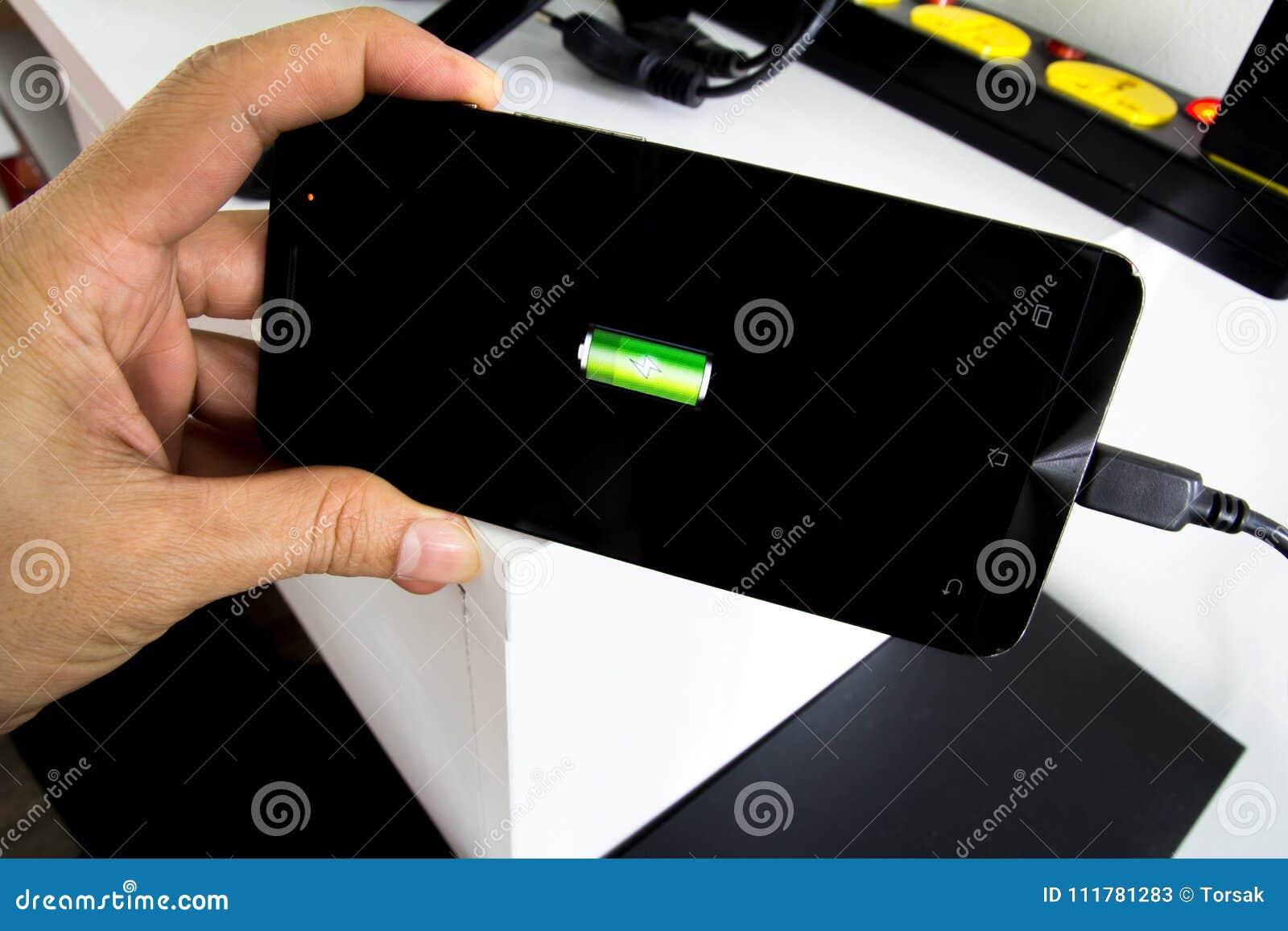 Laden Sie das Telefon Smartphone auf