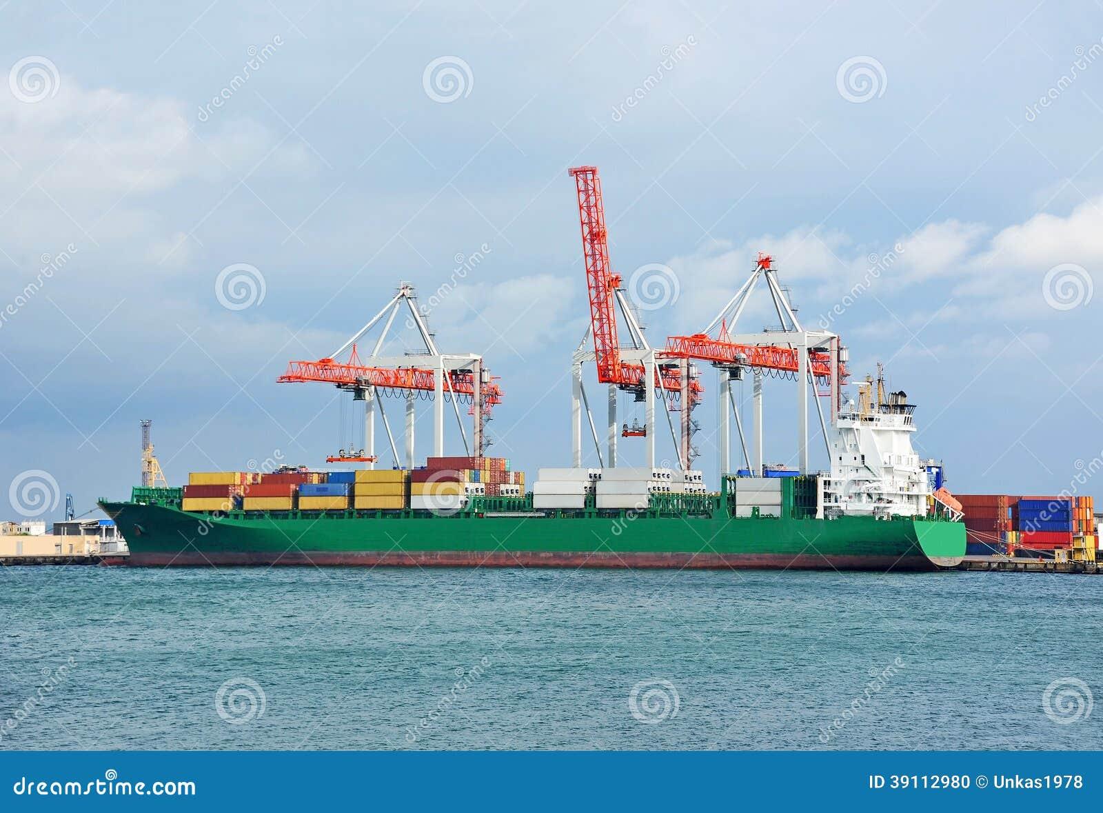 Ladingskraan en schip