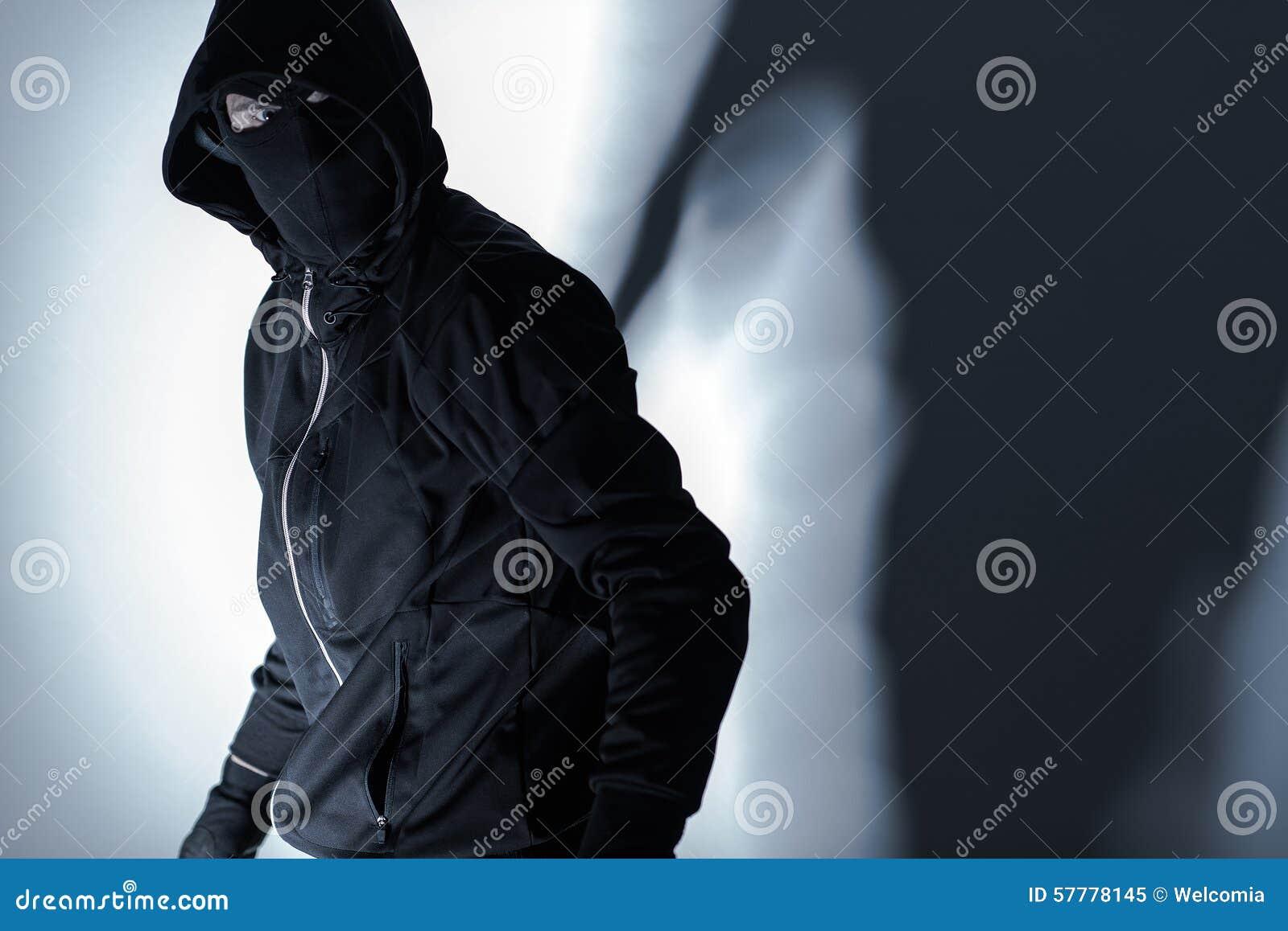 Ladrão na máscara preta