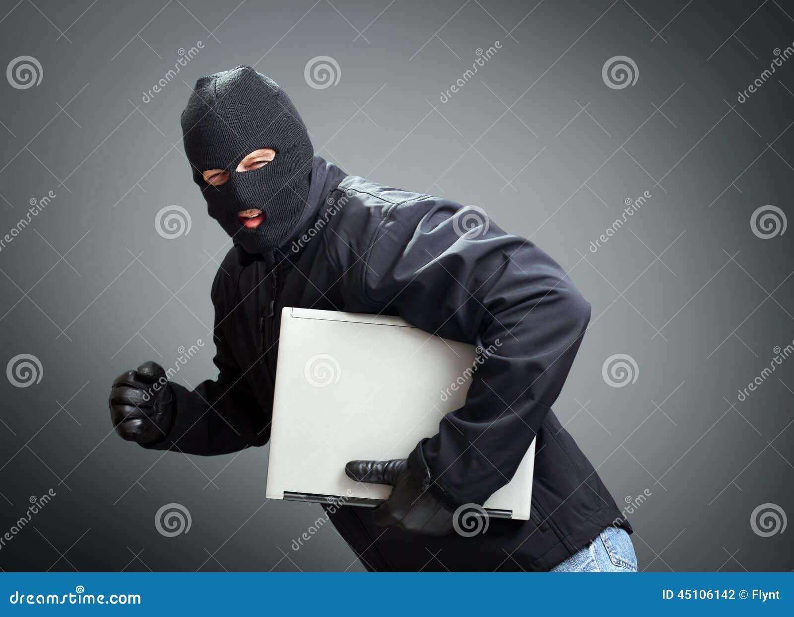 Ladrón que roba el ordenador portátil