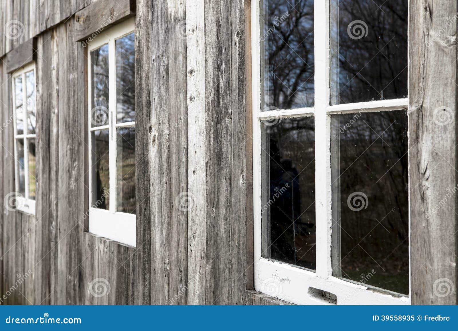 Ladugårdfönster 2