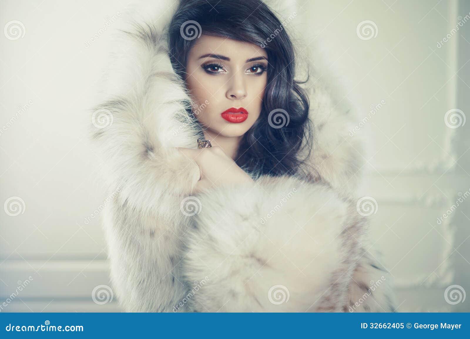 Роскошная молодая девушка 26 фотография