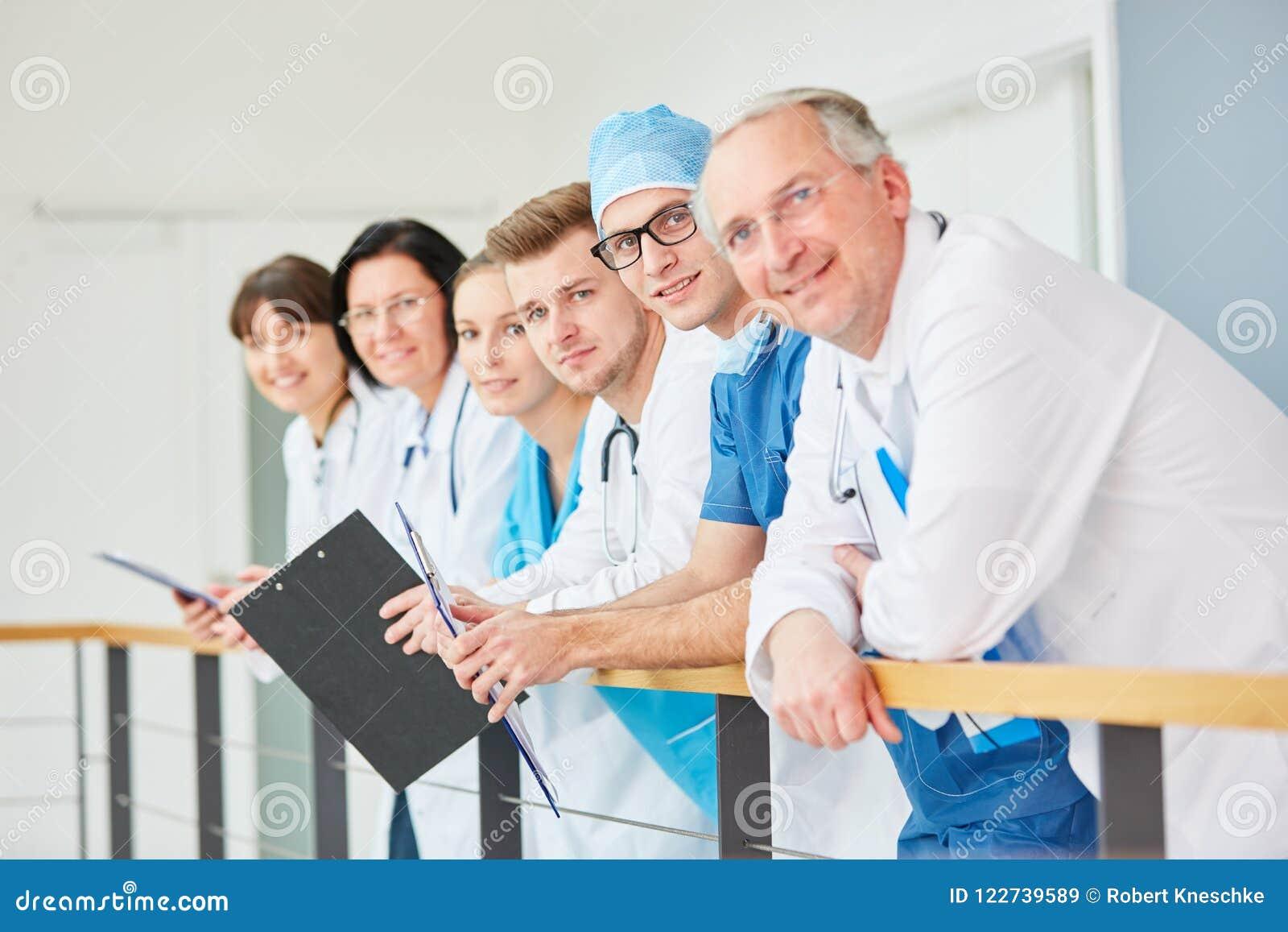 Lag av doktorer med erfarenhet
