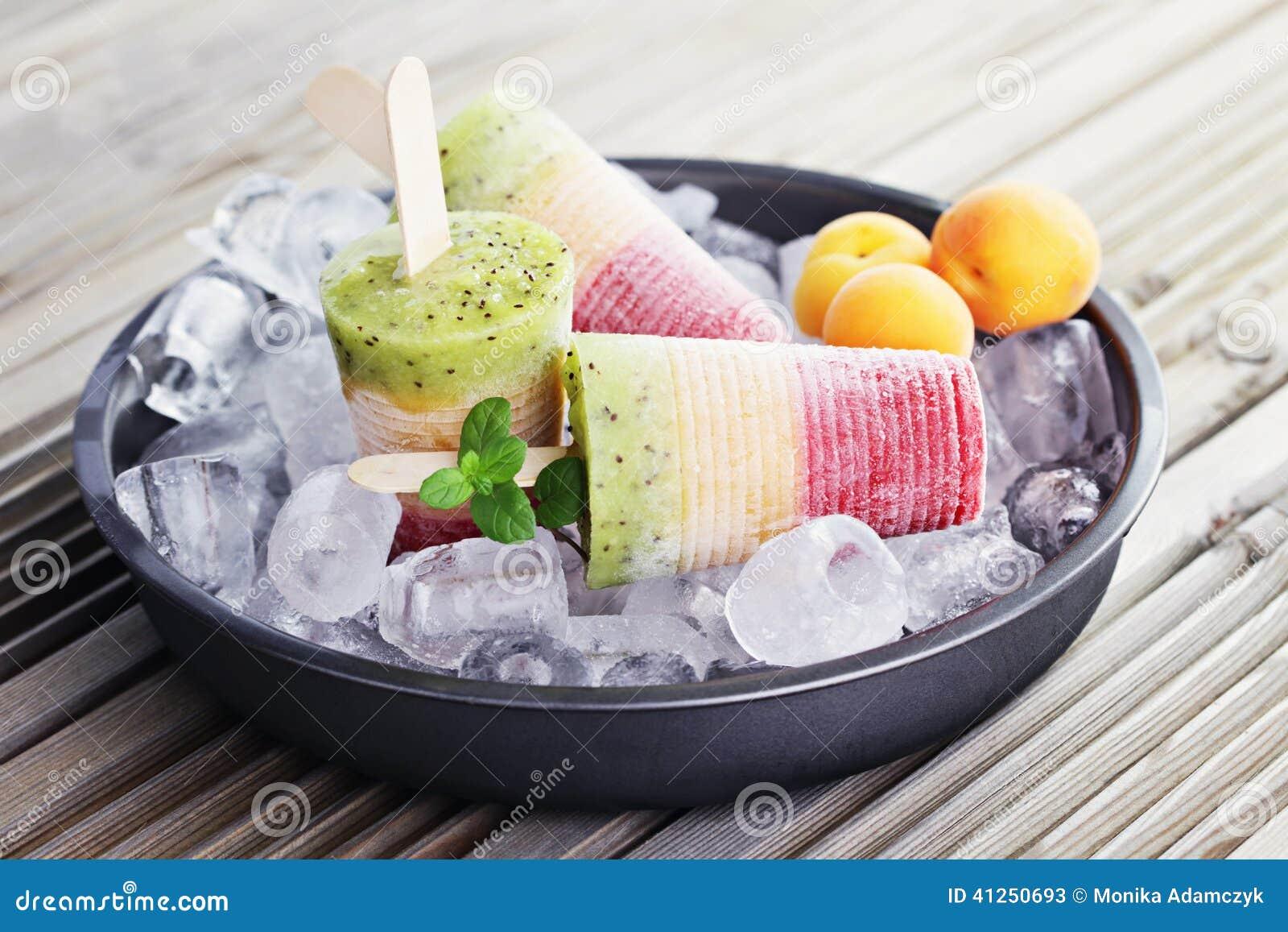 Laga mat med grädde frukt- is