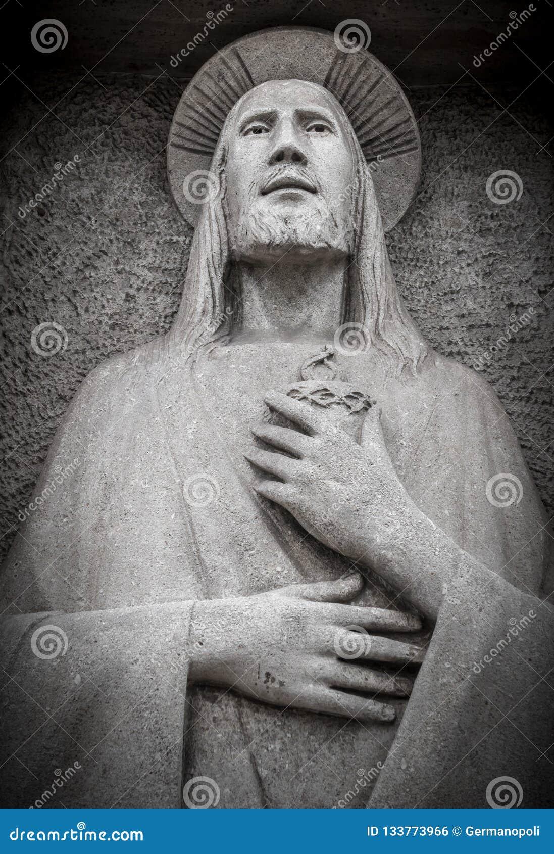 Lage hulp in steen van Jesus Christ