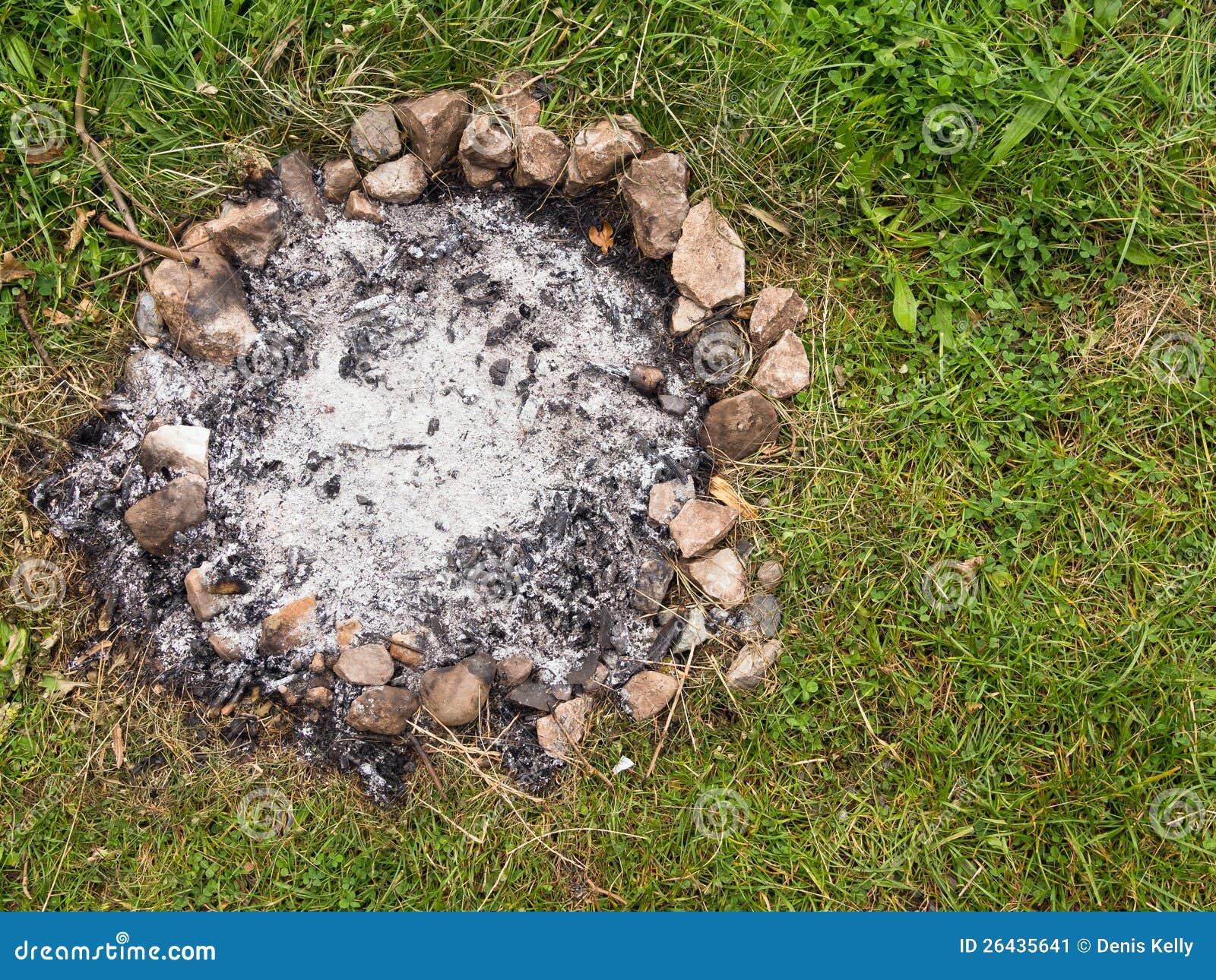 Lager-Feuer-Asche