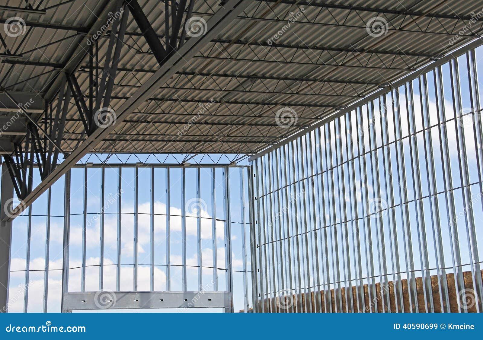 Lager-Gebäude Mit Stahlrahmen Stockbild - Bild von wände, aufbau ...
