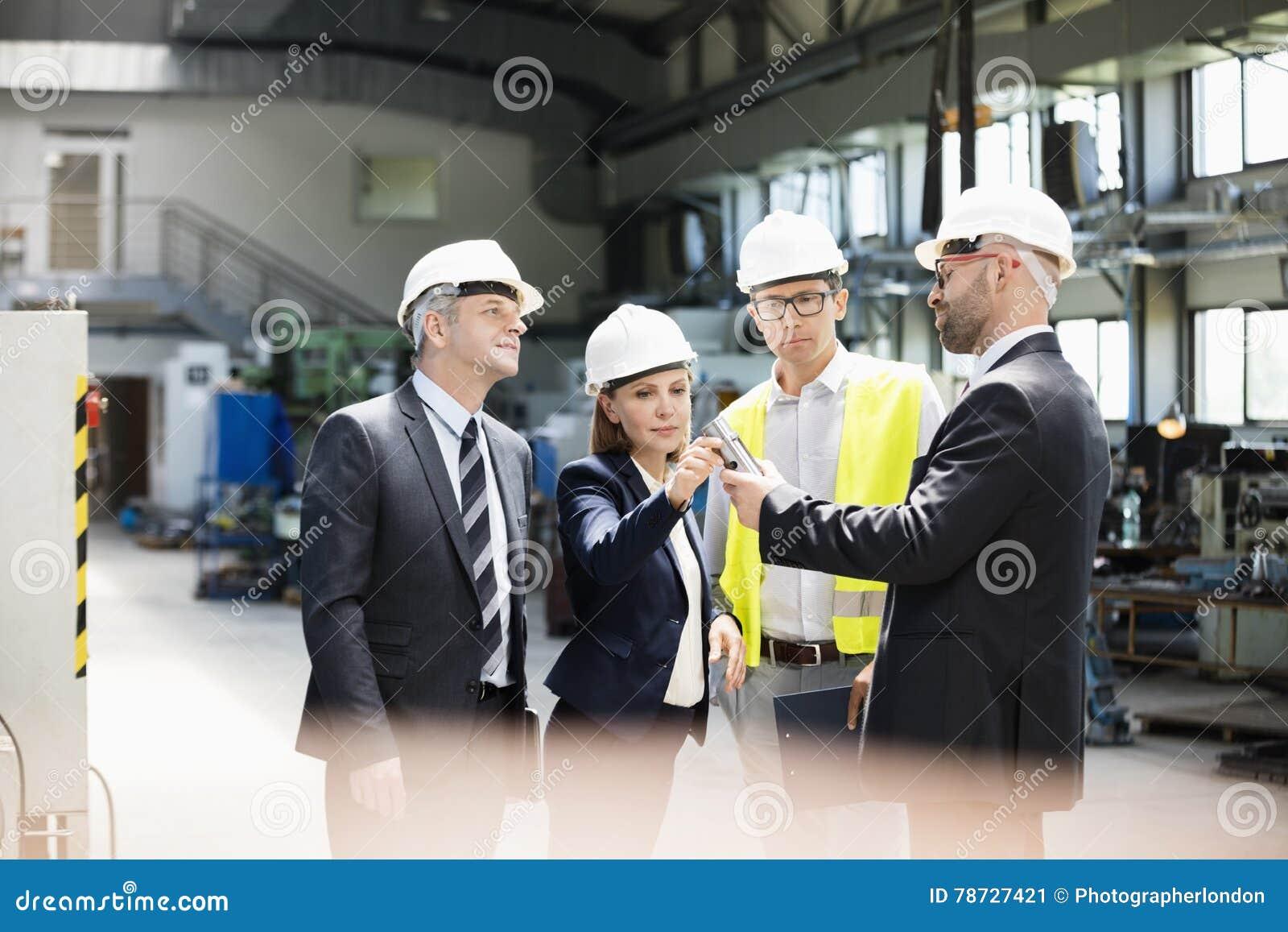 Laget av den undersökande maskinen för affärsfolk särar i metallbransch