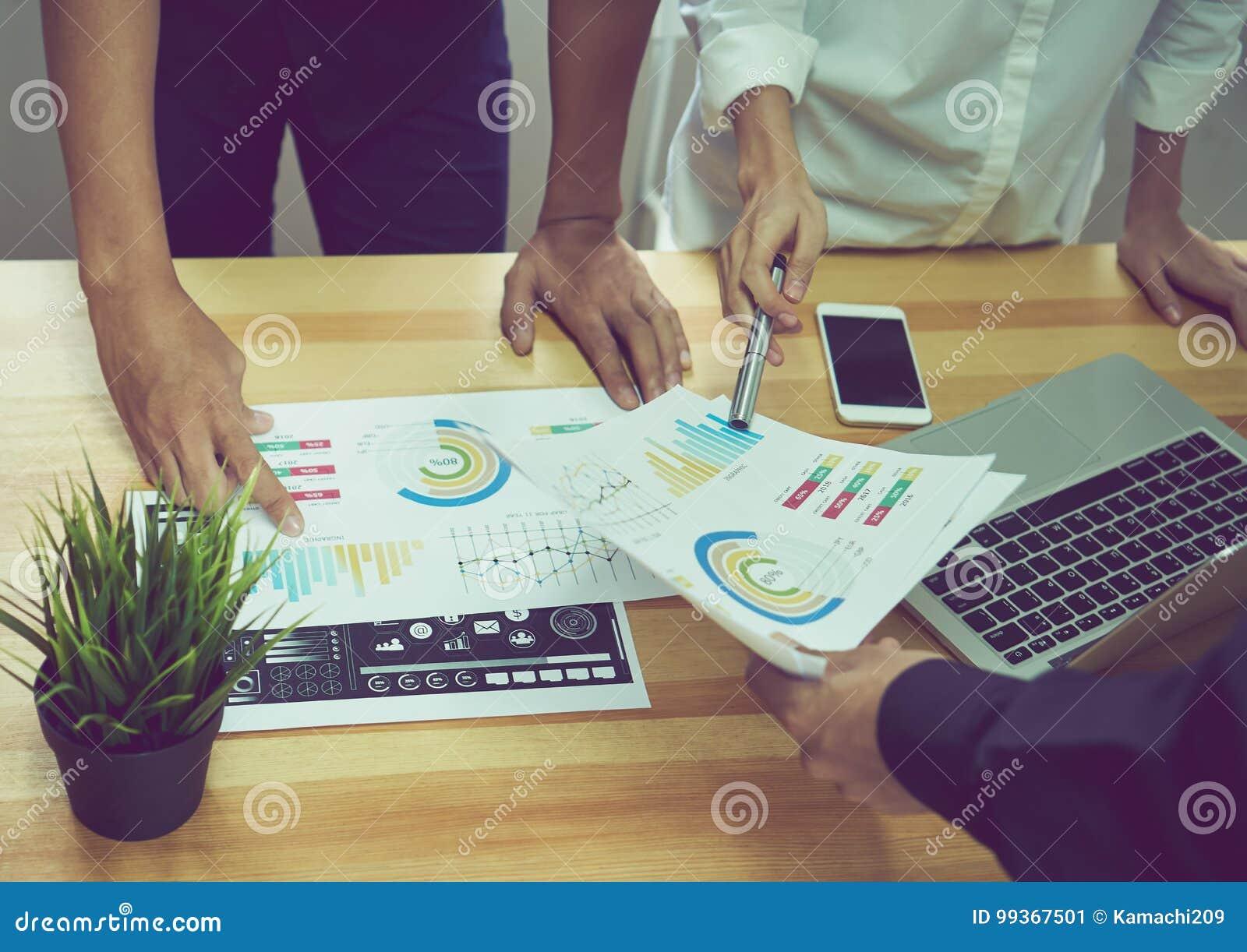 Laget som hjälper kläckning av ideerarbete Att att uppnå målet begreppsteamwork som har teknologin som gör det snabbare