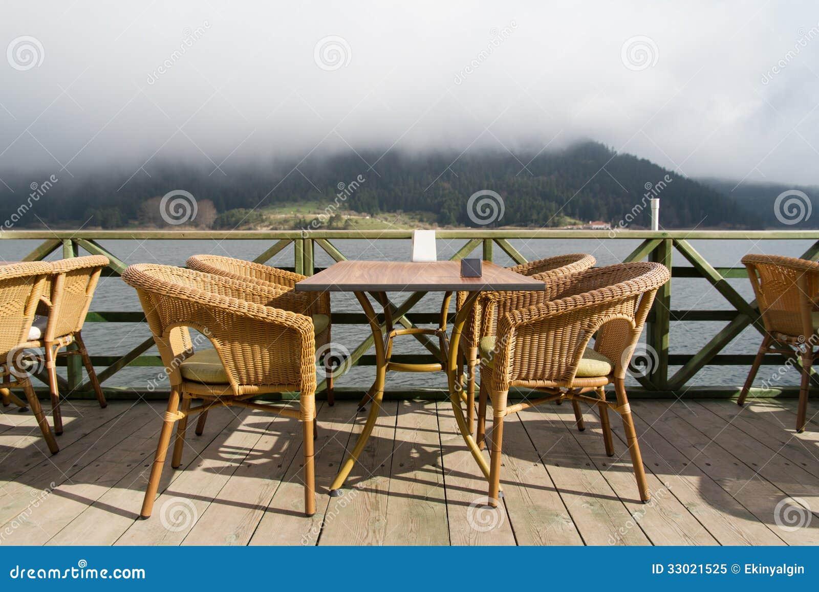 Lago abant e sedie vuote fotografia stock libera da for Sedie lago prezzi