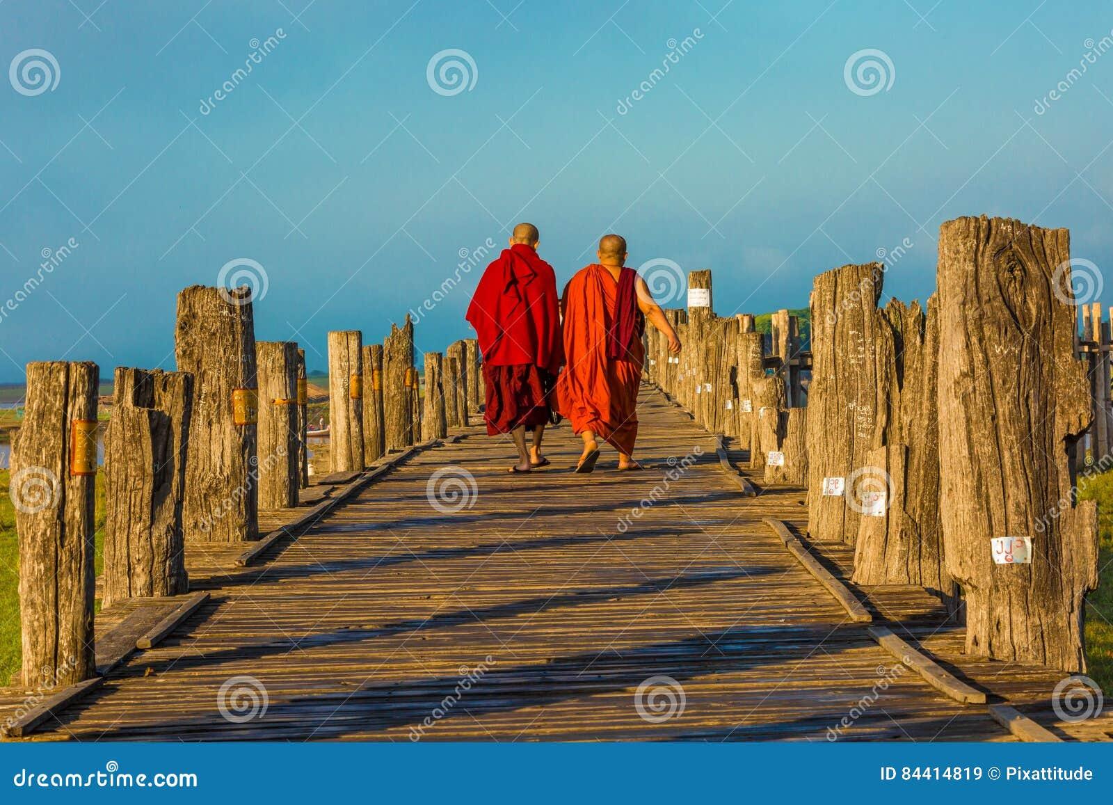 Lago Amarapura Myanmar Taungthaman del puente de U Bein