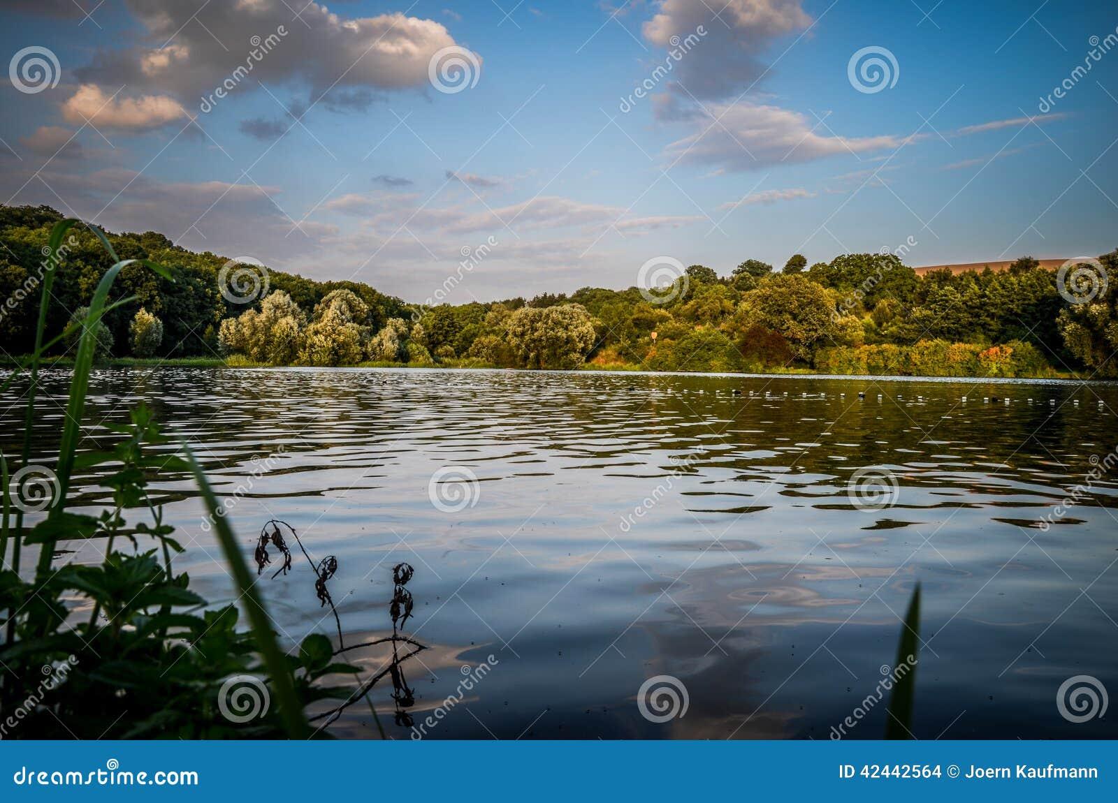 Lago artificial cerca de Göttingen