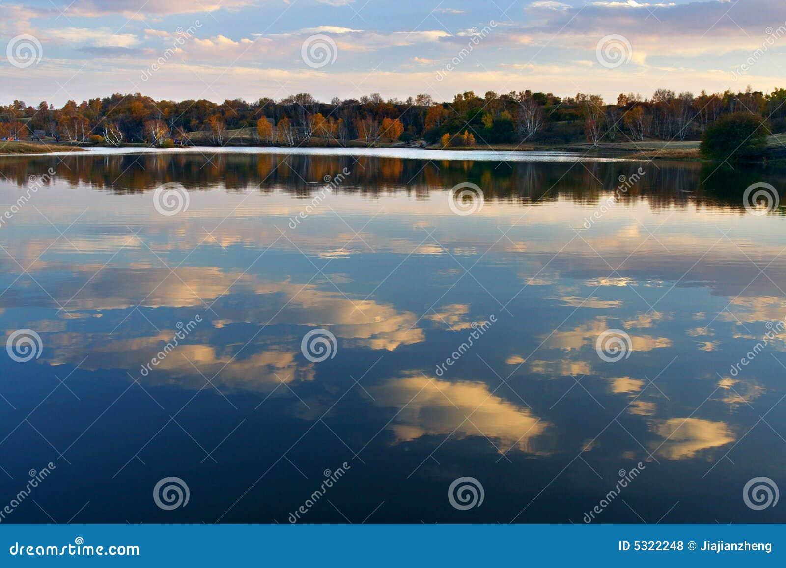 Download Lago Autum fotografia stock. Immagine di arte, pomeriggio - 5322248