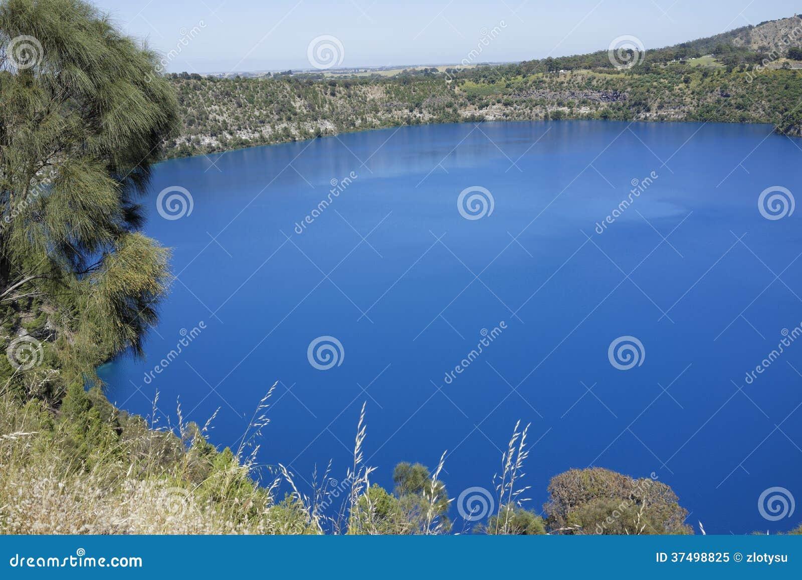 Lago azul, montagem Gambier, Sul da Austrália