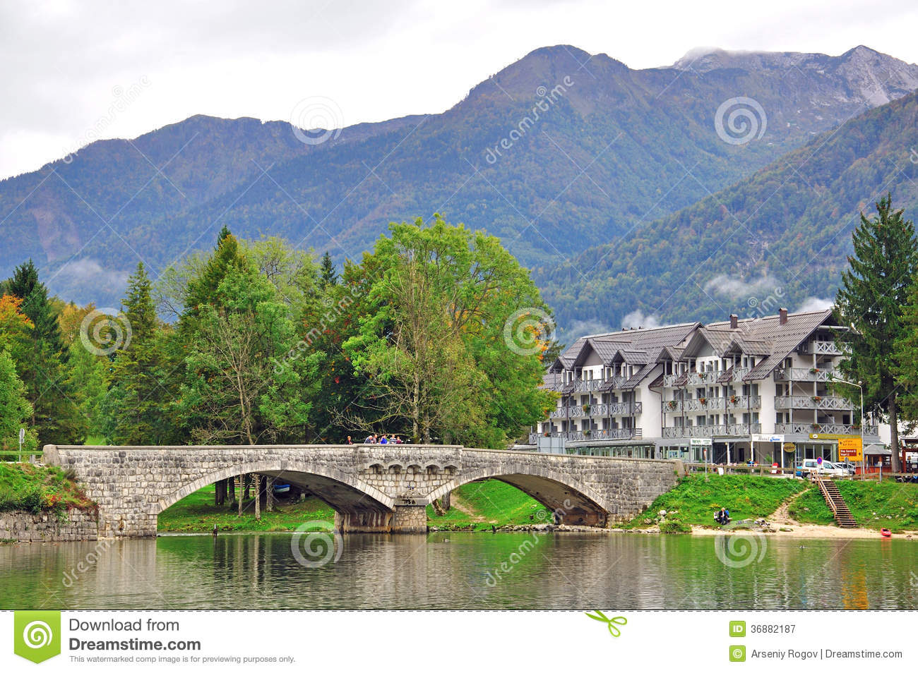 Download Lago Bohinj, Slovenia fotografia editoriale. Immagine di colorful - 36882187