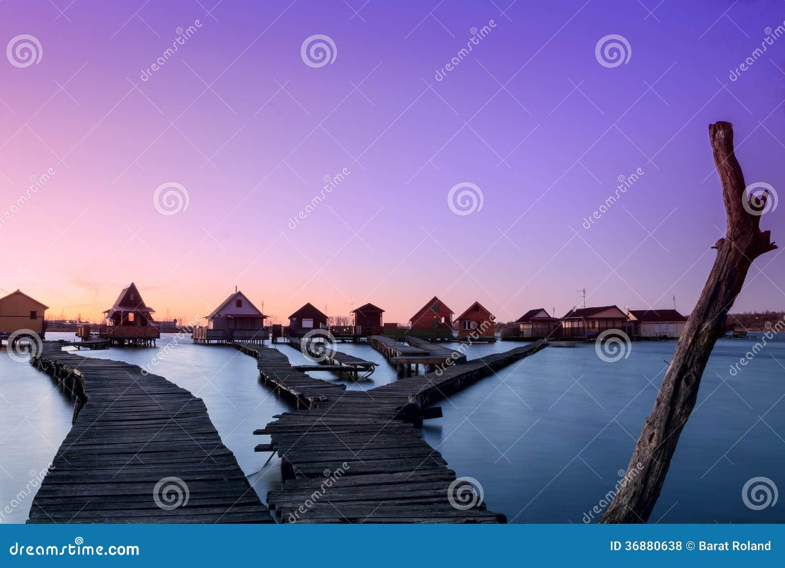 Download Lago Bokodi nel tramonto fotografia stock. Immagine di colorful - 36880638
