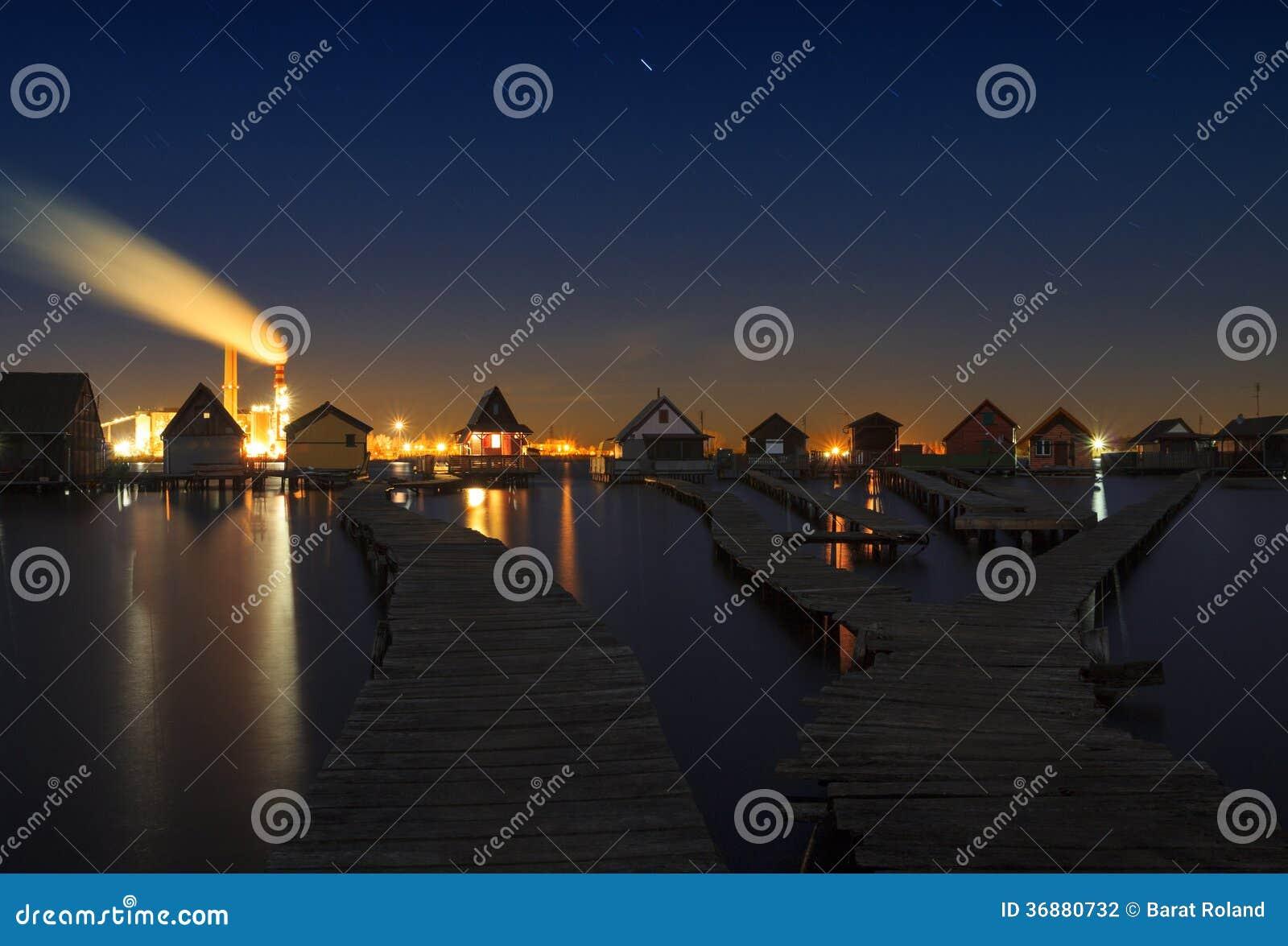 Download Lago Bokodi nel tramonto fotografia stock. Immagine di colorful - 36880732