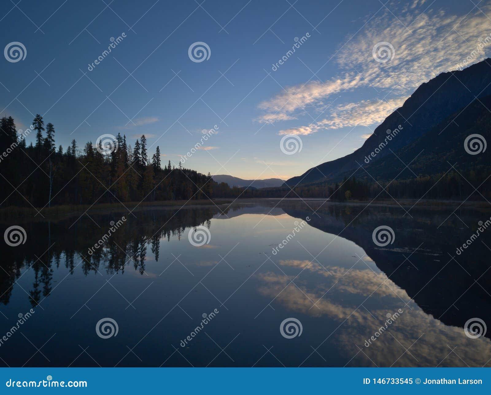 Lago calmo morning