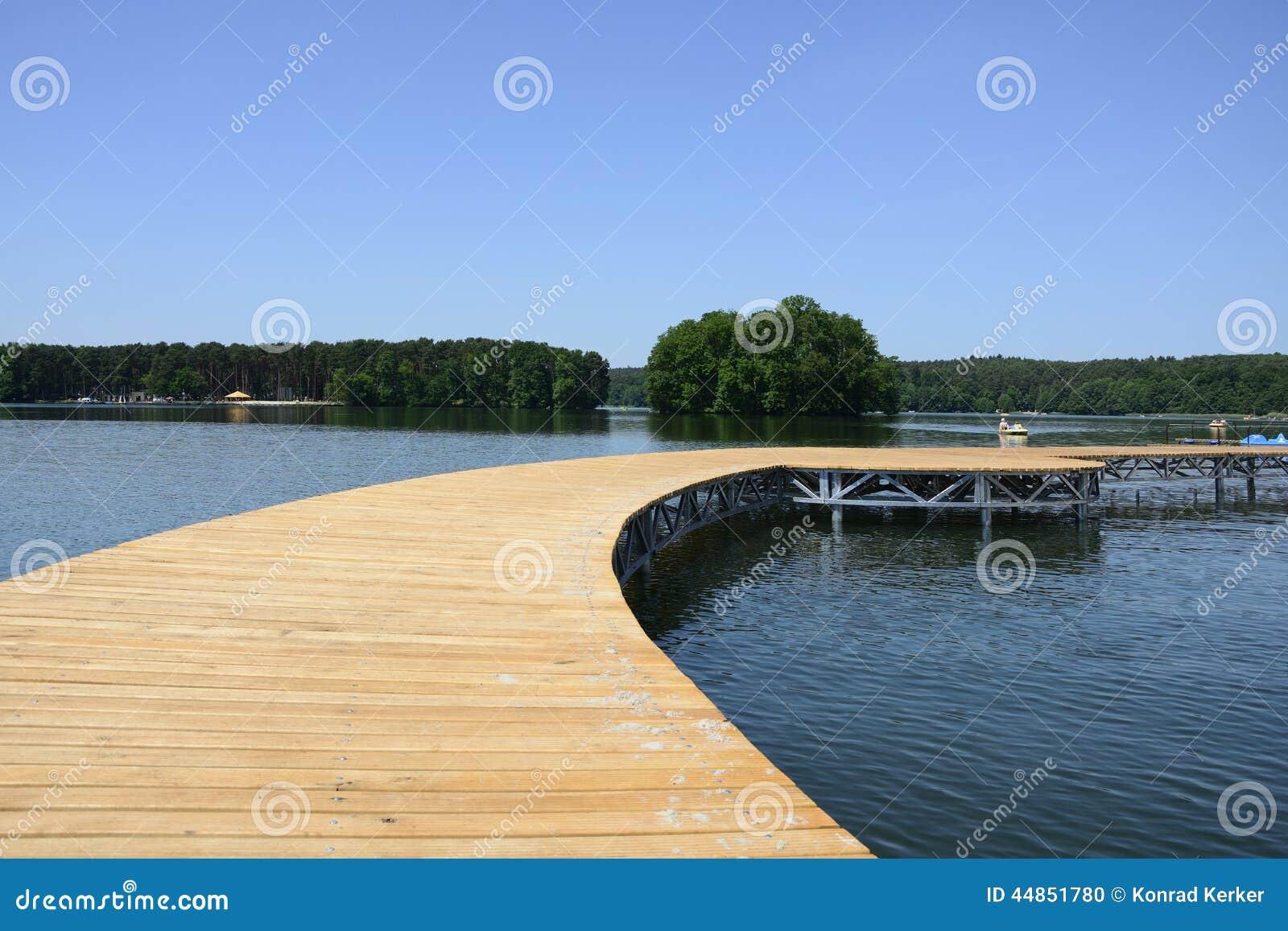 Lago, ciudad y alrededores - Lubniewice