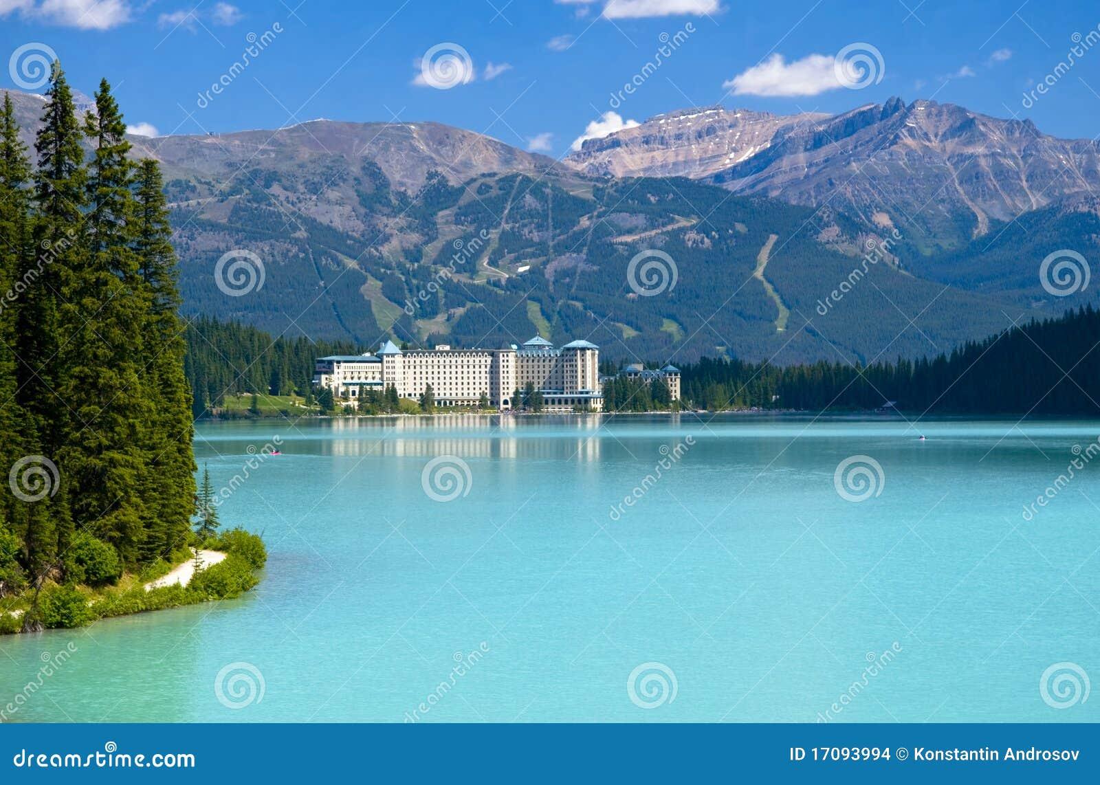 Lago da montanha de Beautifull