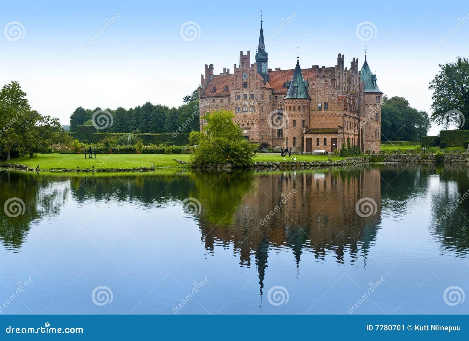 Lago del castillo de Egeskov escénico