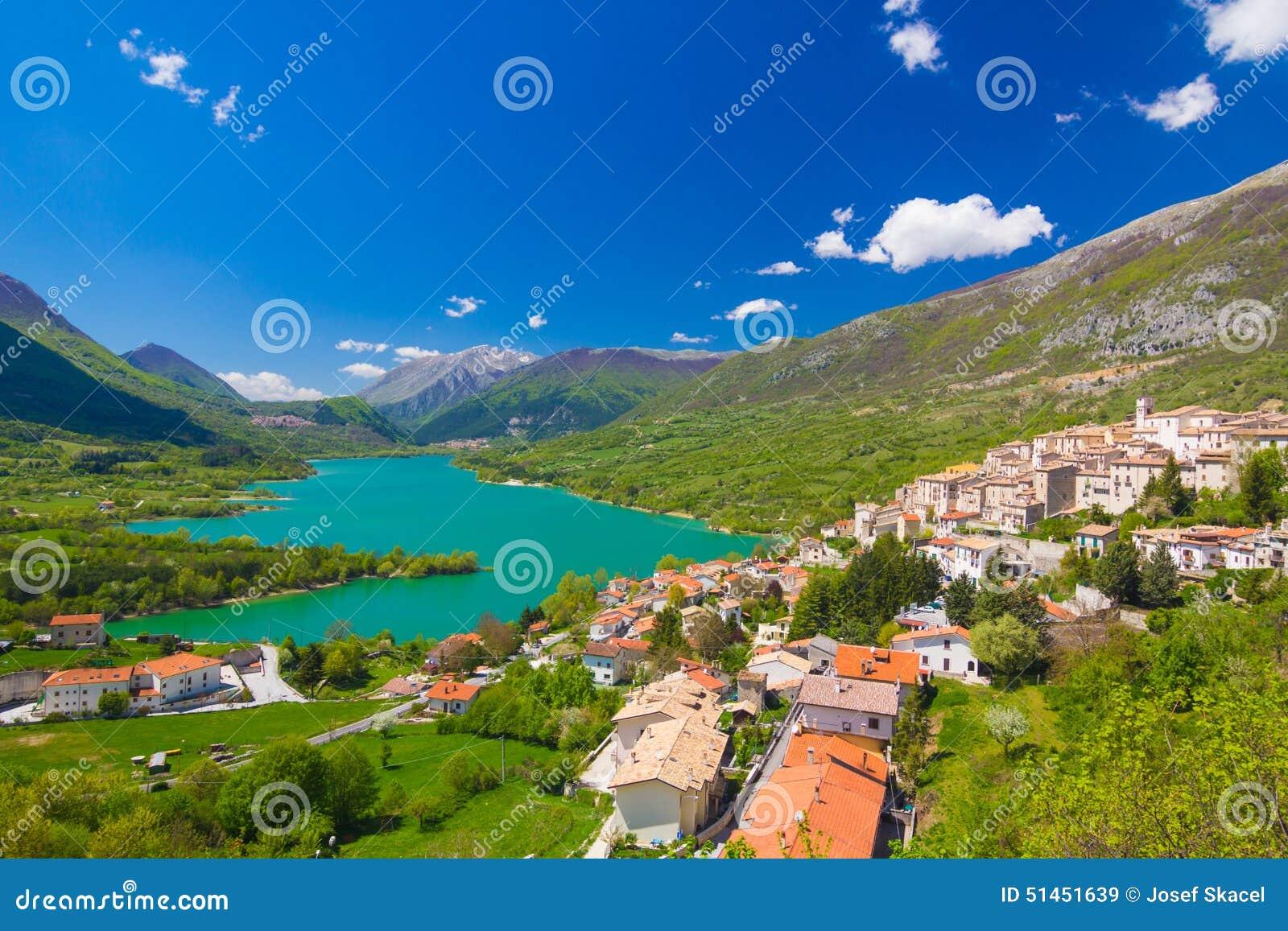 Lago Di Barrea, Abruzzo, Italien Stockbild - Bild von italienisch ...