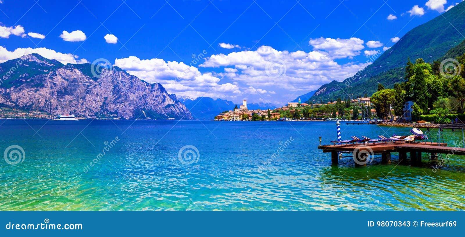 Lago di garda beautiful emerald lake in north of italy for Lago n