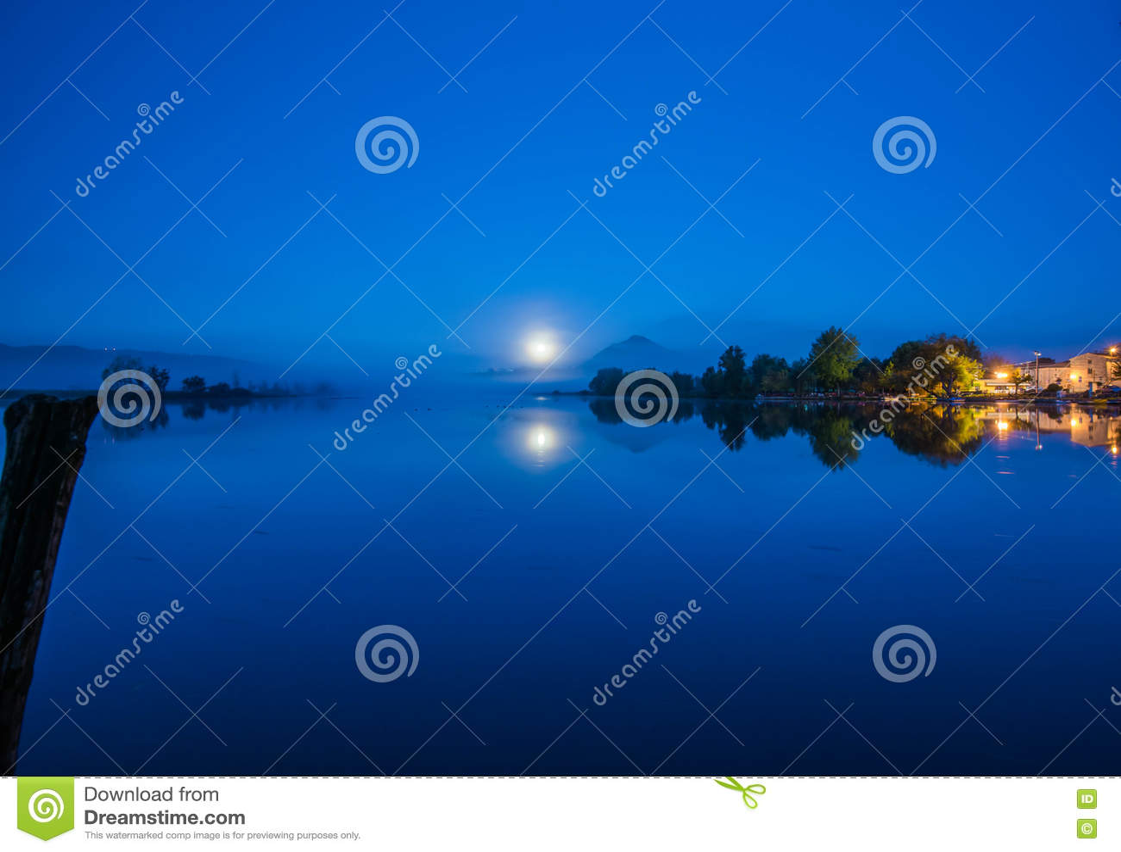 Lago di Posta Fibreno di notte, Ciociaria, Italia